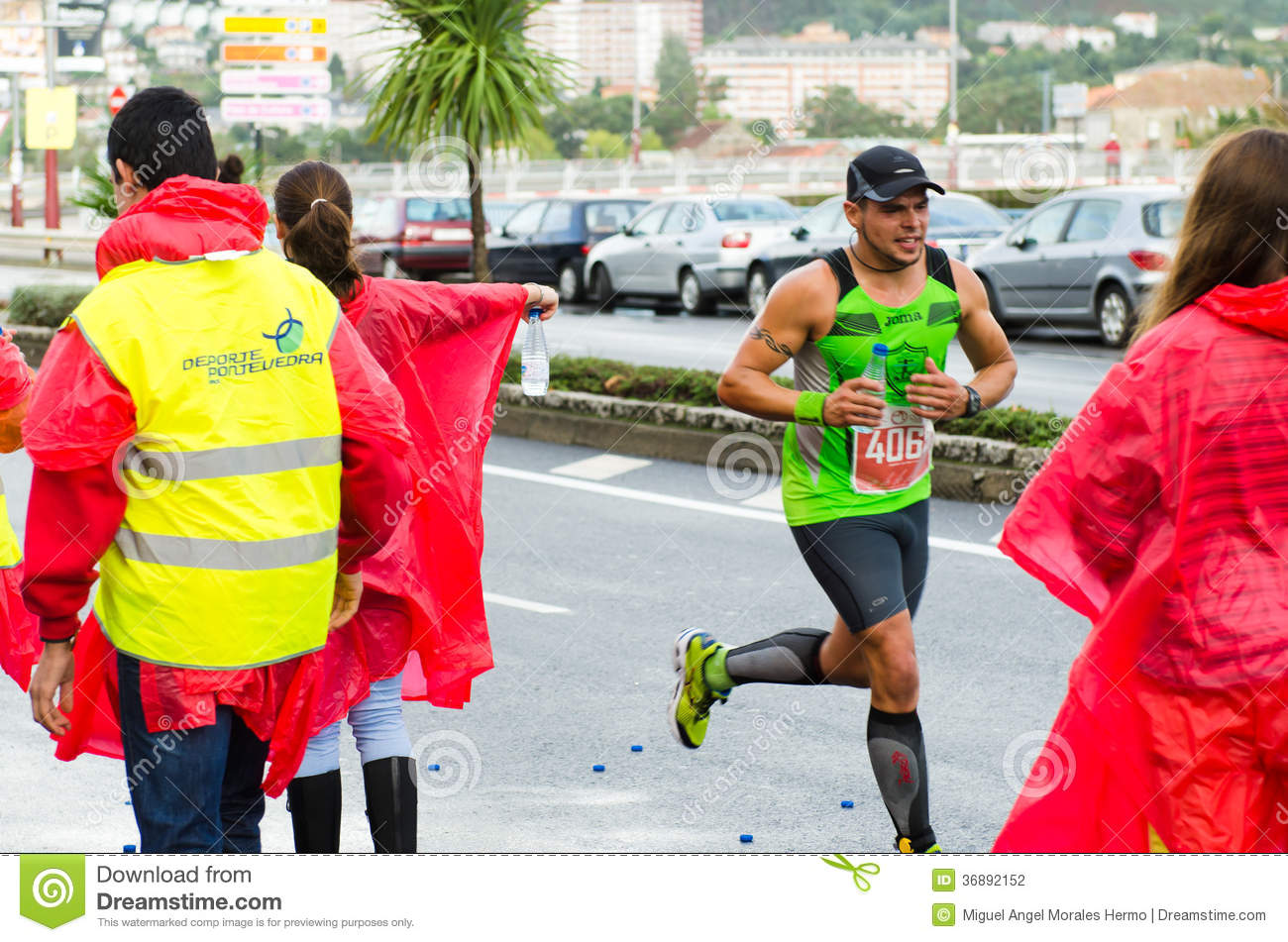 Download Maratona urbana fotografia editoriale. Immagine di atletico - 36892152
