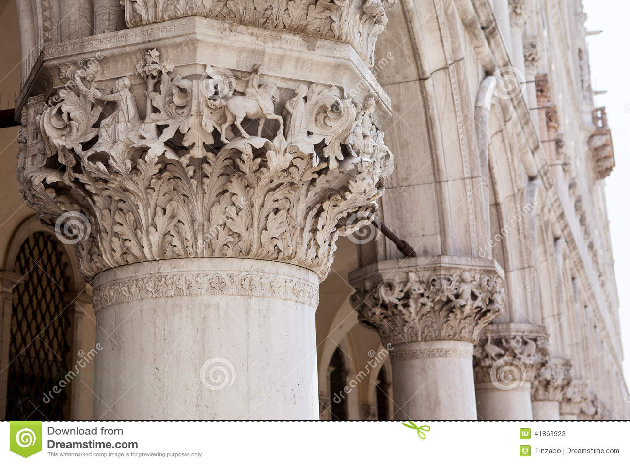 Marble decor and columns st mark 39 s square venice italy for Decor st