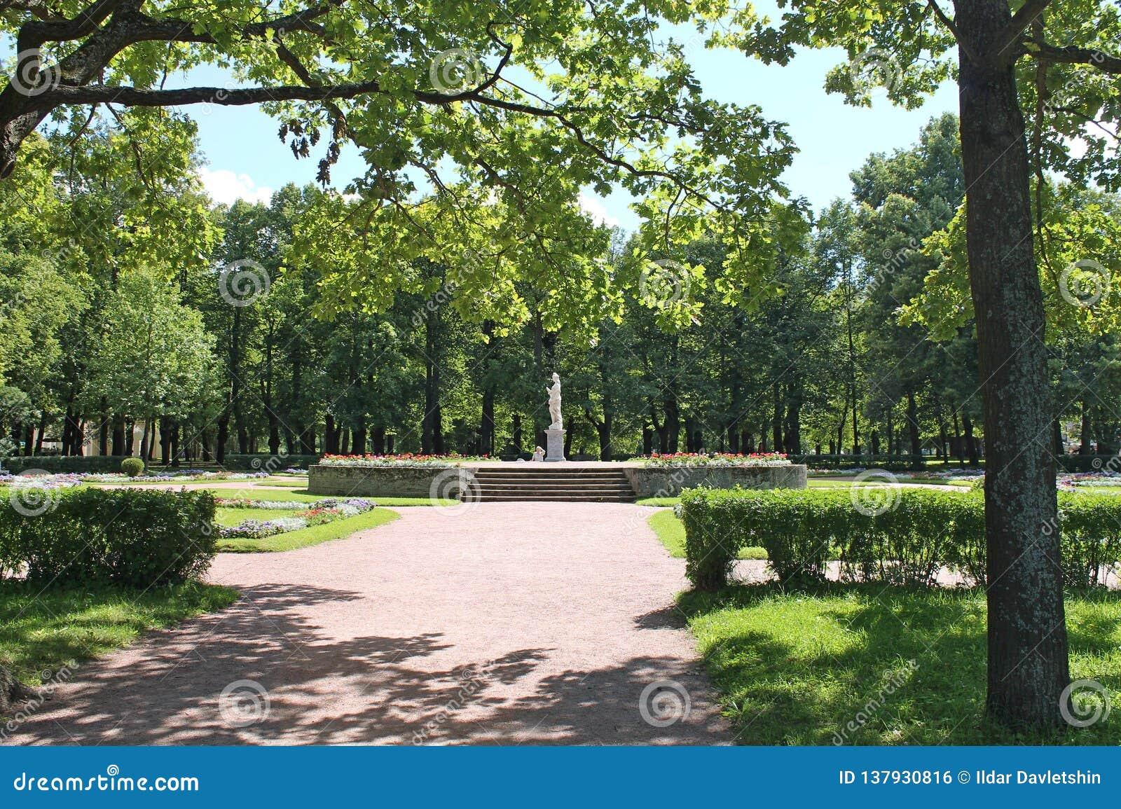 Marble statue `Justice`. Large circles. Pavlovsky Park. The city of Pavlovsk.