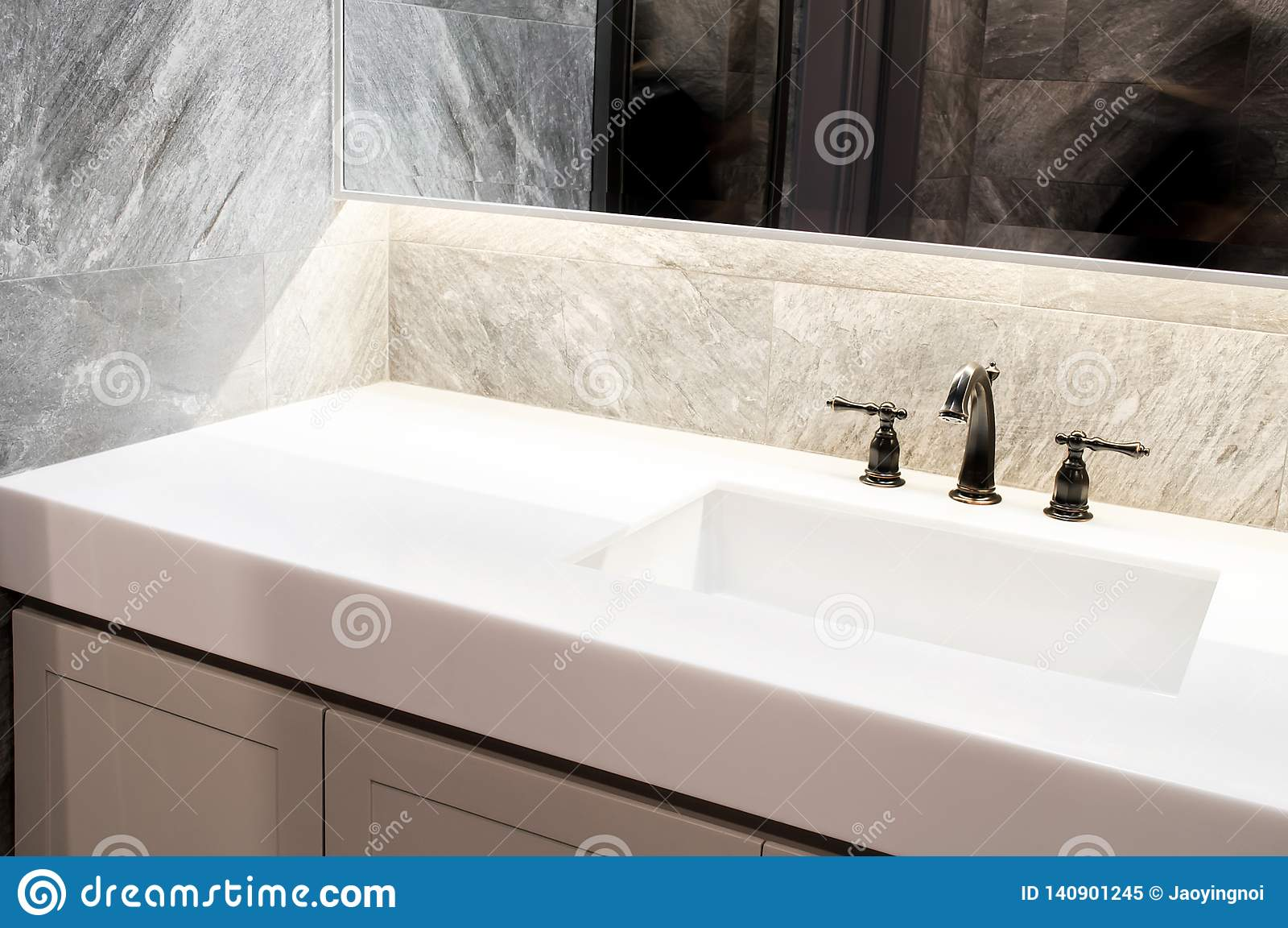 Plan De Travail Granit Ou Quartz marbre blanc de plan de travail, quartz avec le lavabo beige