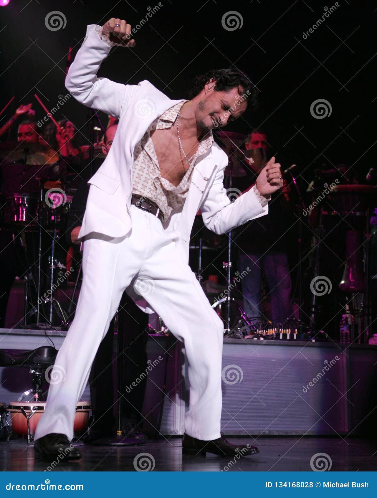 Marc Anthony führt im Konzert durch