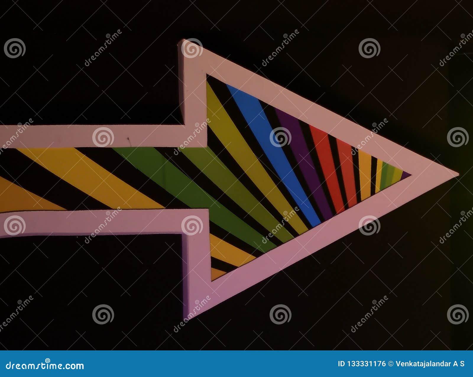 Marca colorida de la flecha - con la frontera blanca en fondo negro