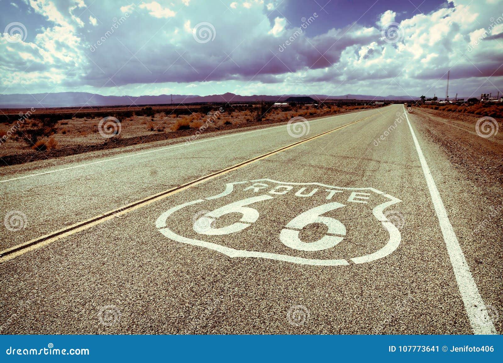 Marcador del camino de Route 66 con diseñar del vintage