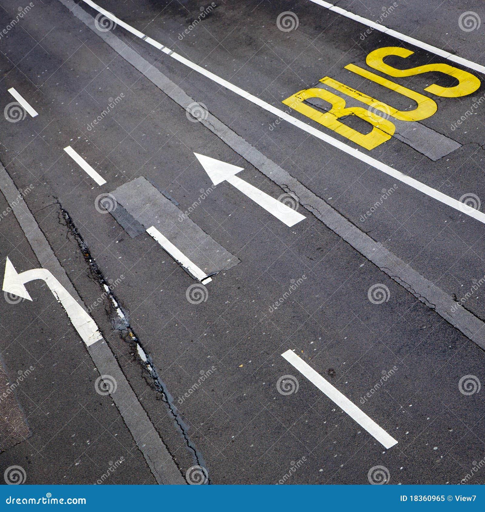 Marcas de la ruta del autobús y de camino