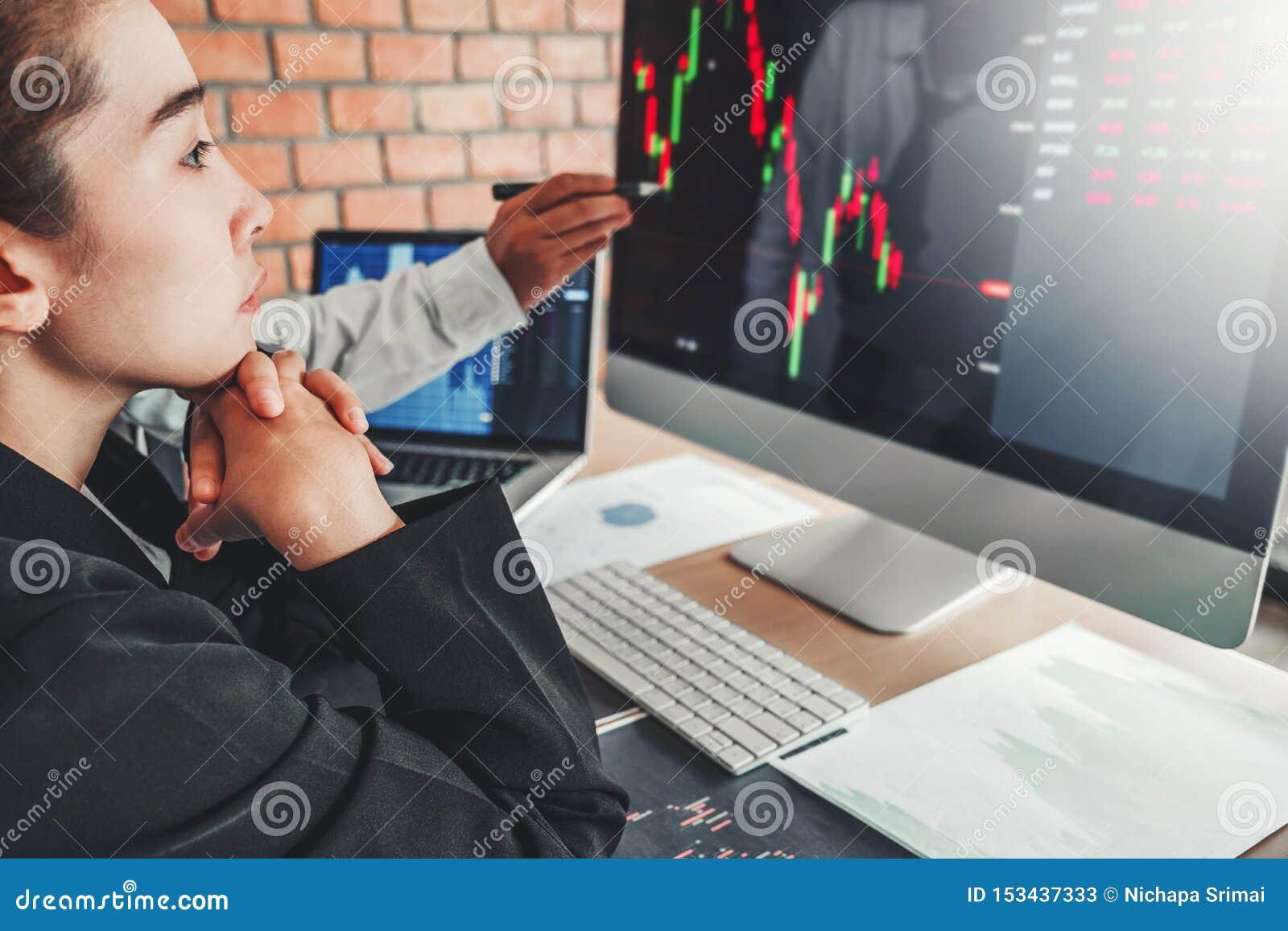 Marché boursier d investissement d affaire d équipe d affaires discutant le concept d opérateurs en bourse de commerce de marché