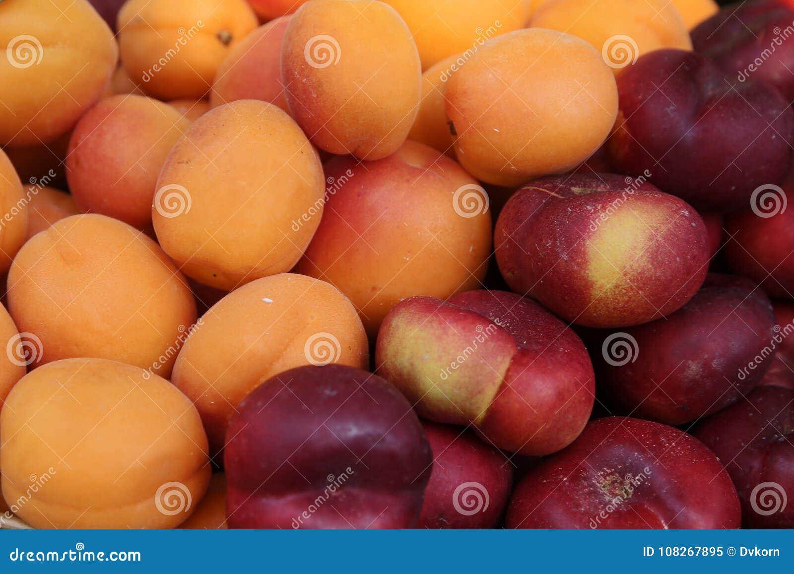 Marché de fruit Vente des pêches, nectarines