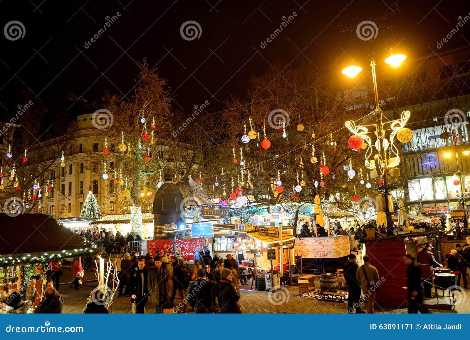 Download Marché De Noël, Budapest, Hongrie Photo éditorial - Image du extérieur, bois: 63091171