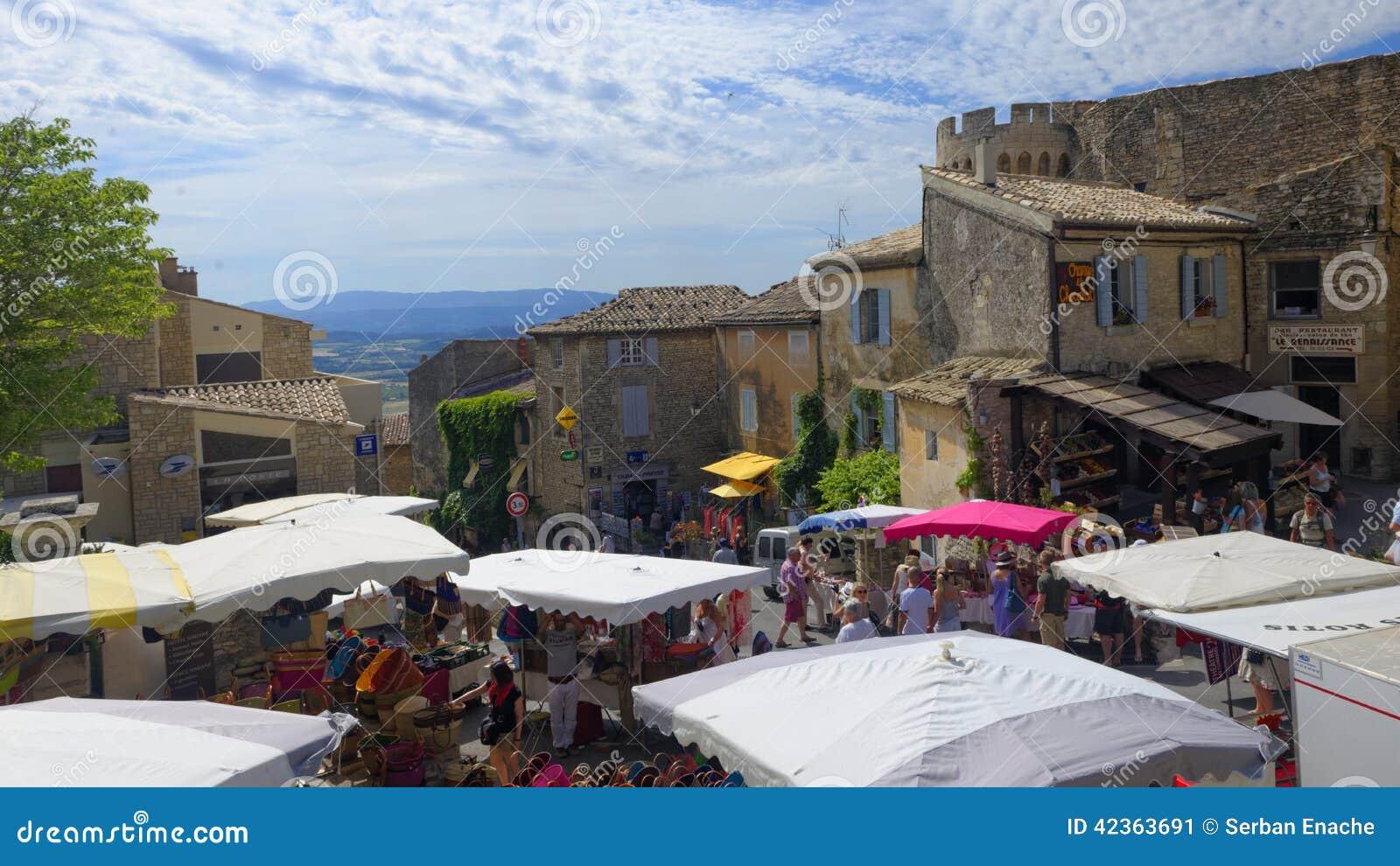 Marché traditionnel dans Gordes