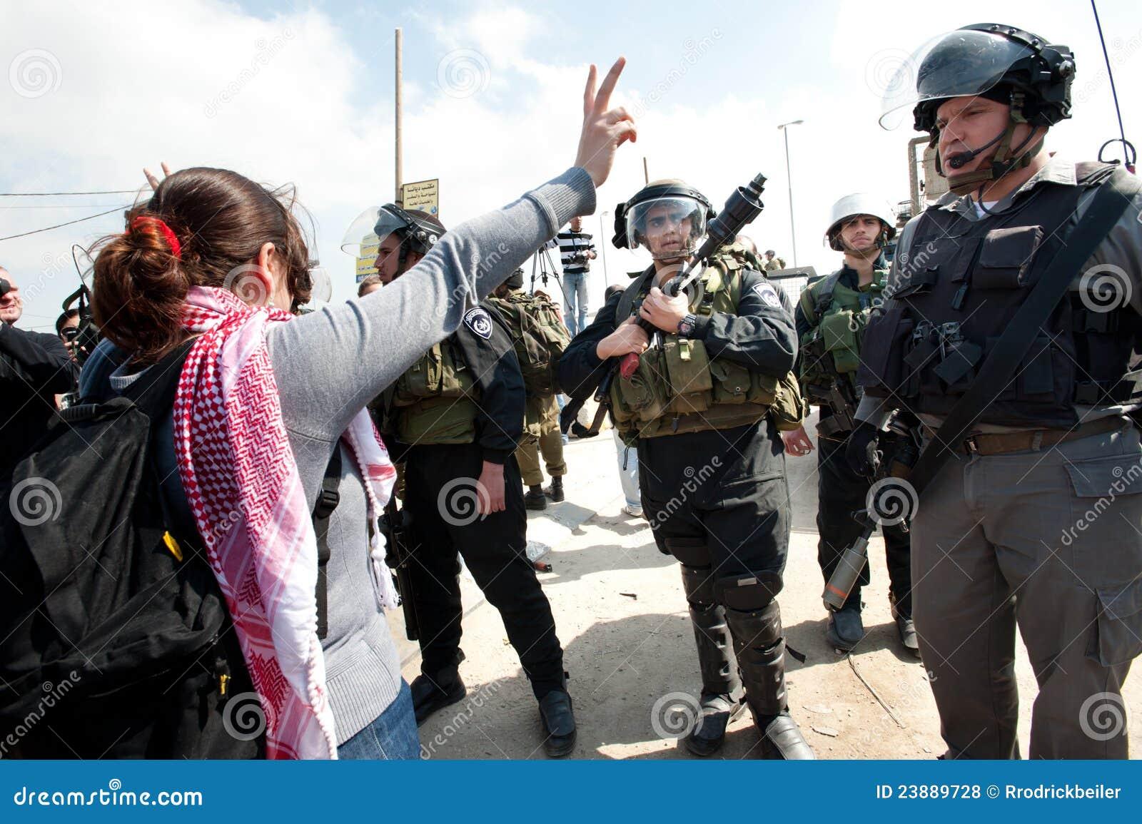 Marcha de los palestinos el el día de las mujeres internacionales