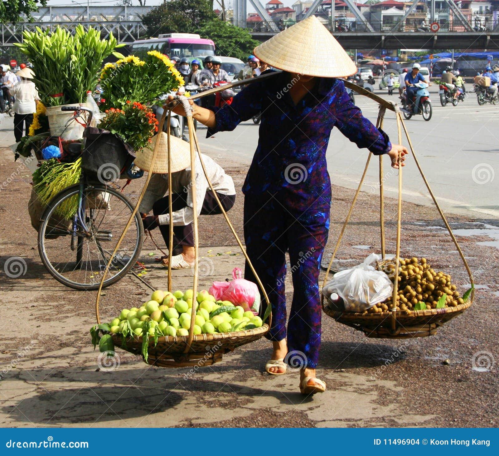 Marchand Ambulant Vietnamien à Hanoï Image stock éditorial - Image ...