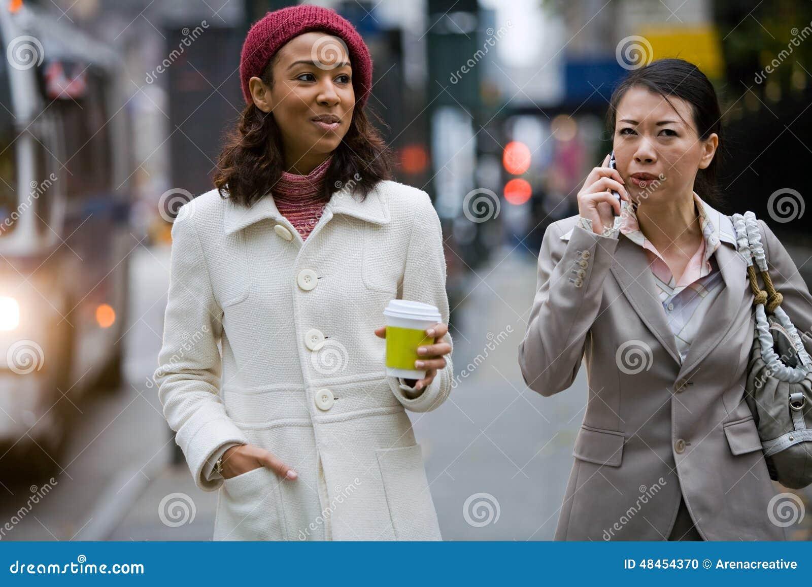 Marche de femmes d affaires