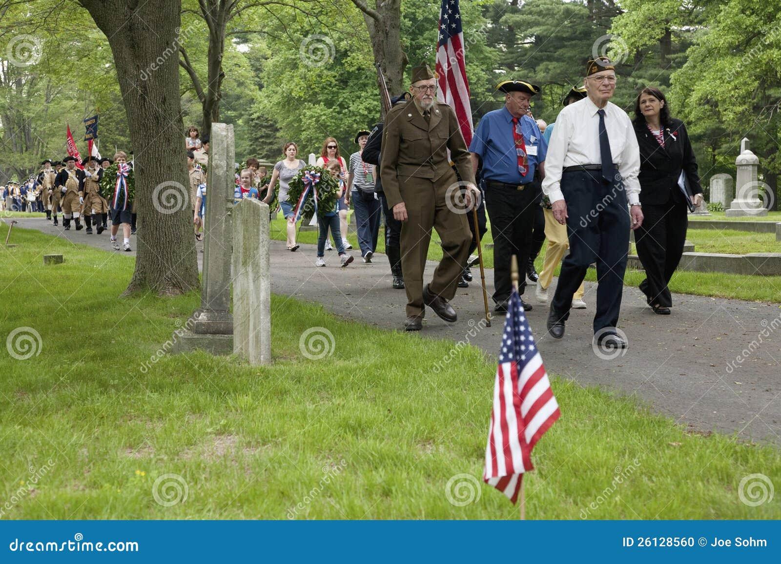 Marche de vétérans le Jour du Souvenir