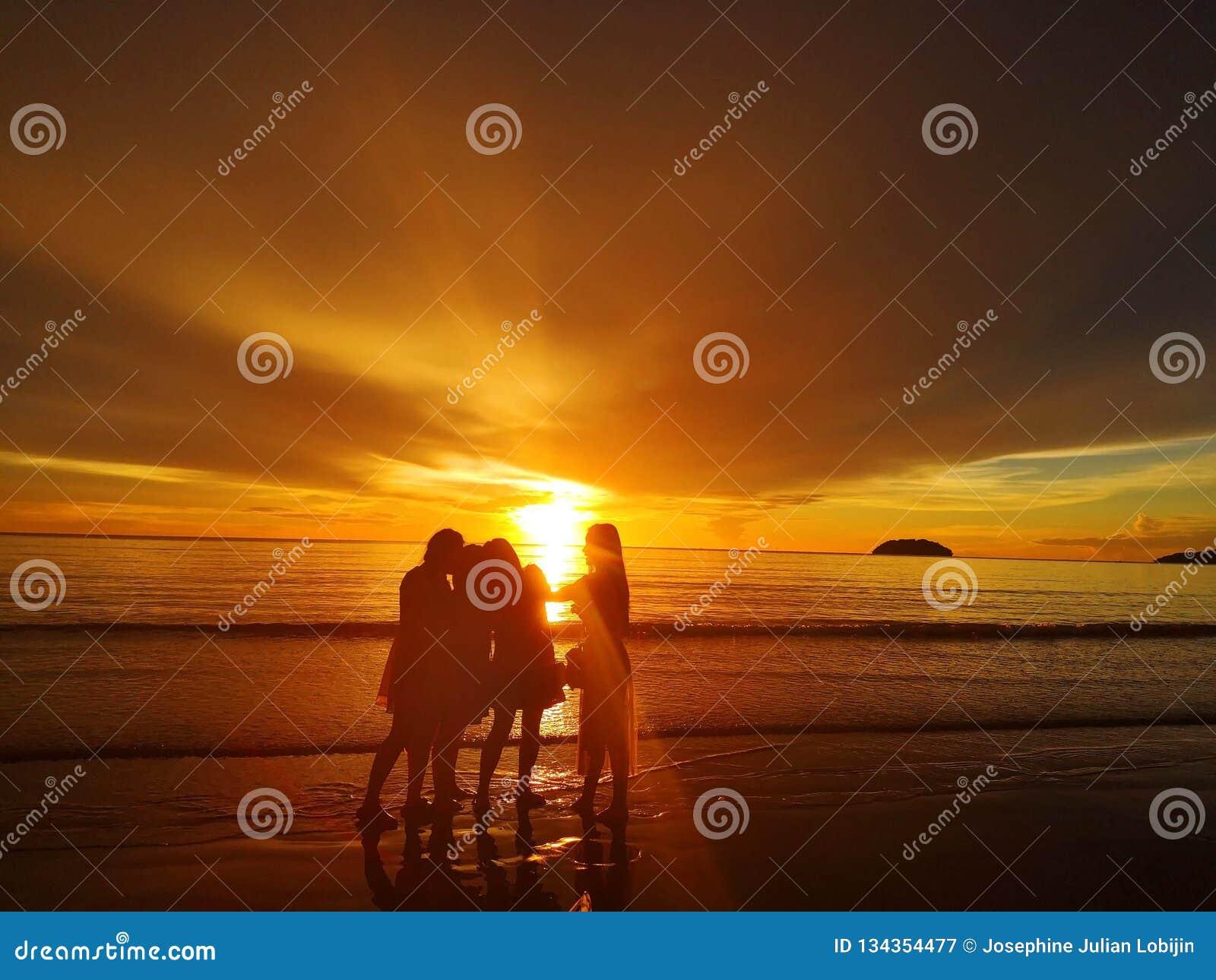Marche nu-pieds sur seule la plage