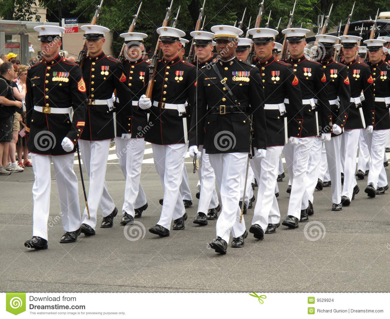Marines Marching Stock Photos & Marines Marching Stock Images - Alamy