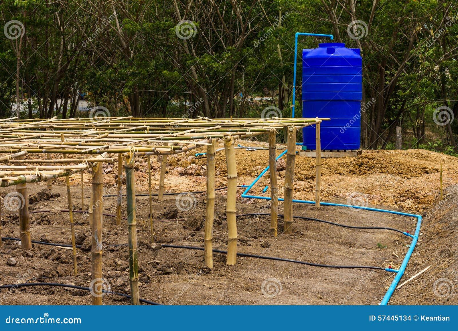 Marco De Bambú Con Almacenamiento Del Agua Foto de archivo - Imagen ...