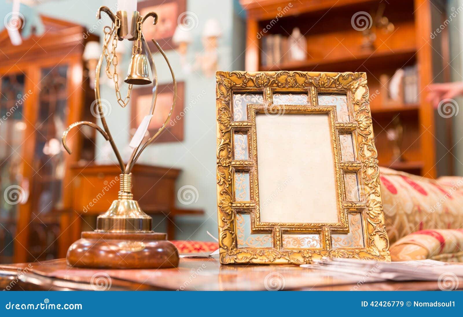 Marco de la foto en interior de lujo
