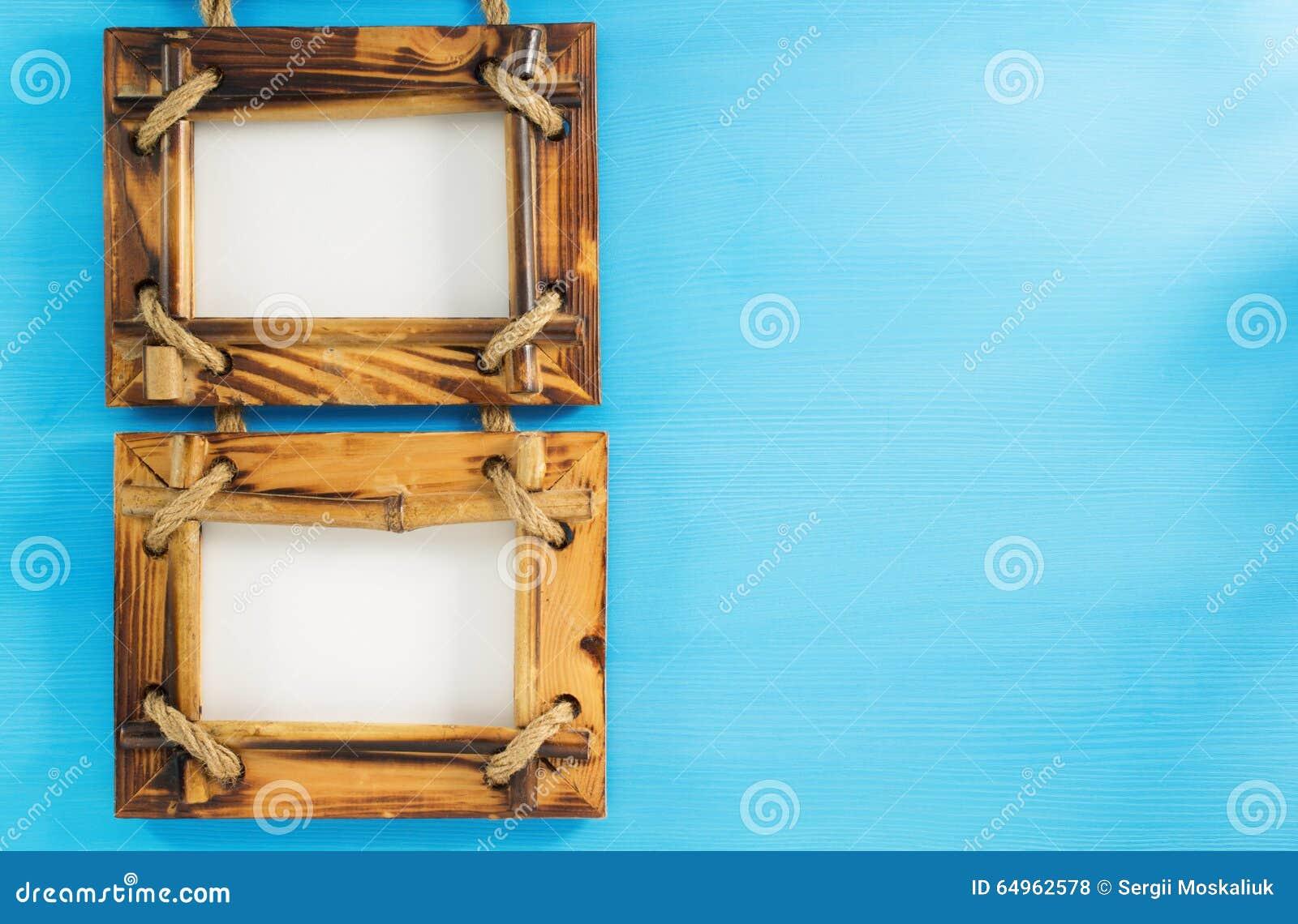 Marco de la foto en la madera