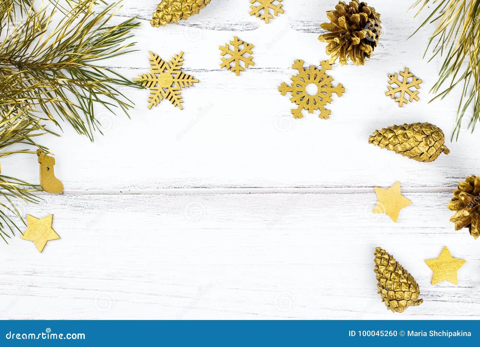 Marco De La Navidad Con Las Ramas De árbol De Abeto, Los Conos Del ...