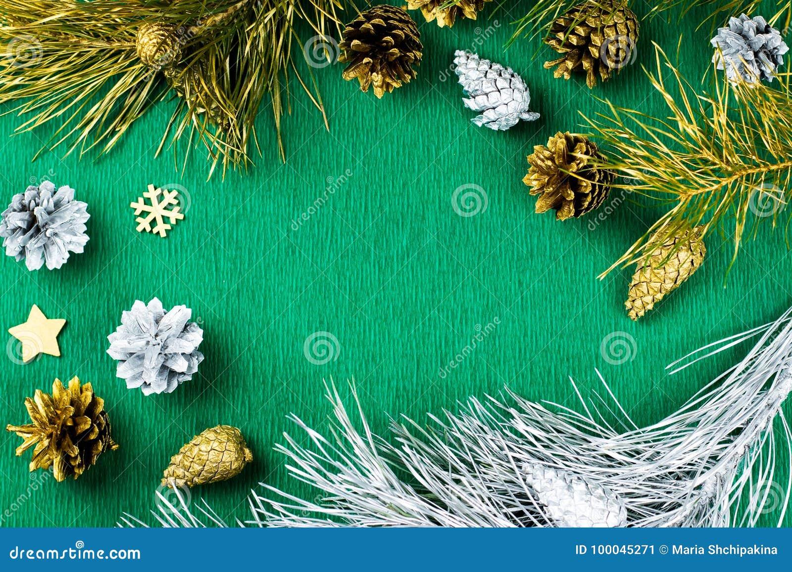 Marco De La Navidad Con Los Ornamentos De Las Ramas De árbol De ...