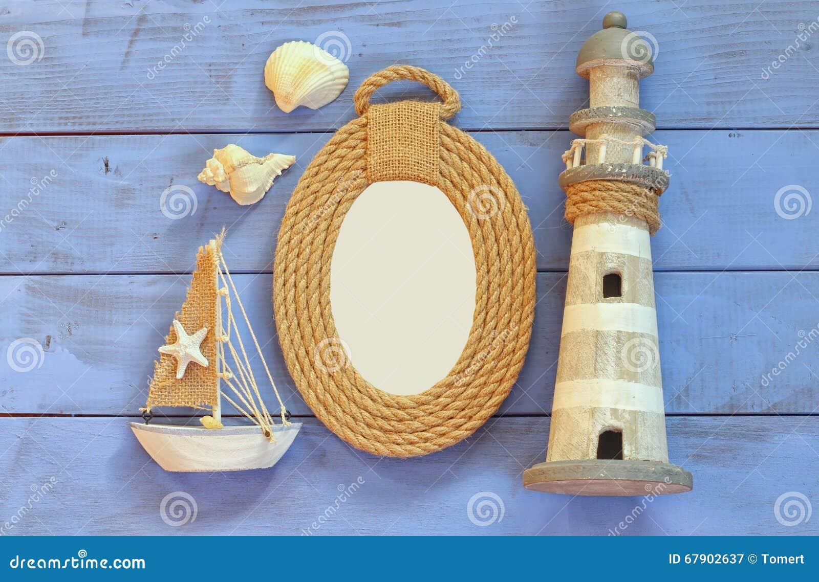 Marco De Las Cuerdas, Faro Y Barco De Navegación De Madera En La ...