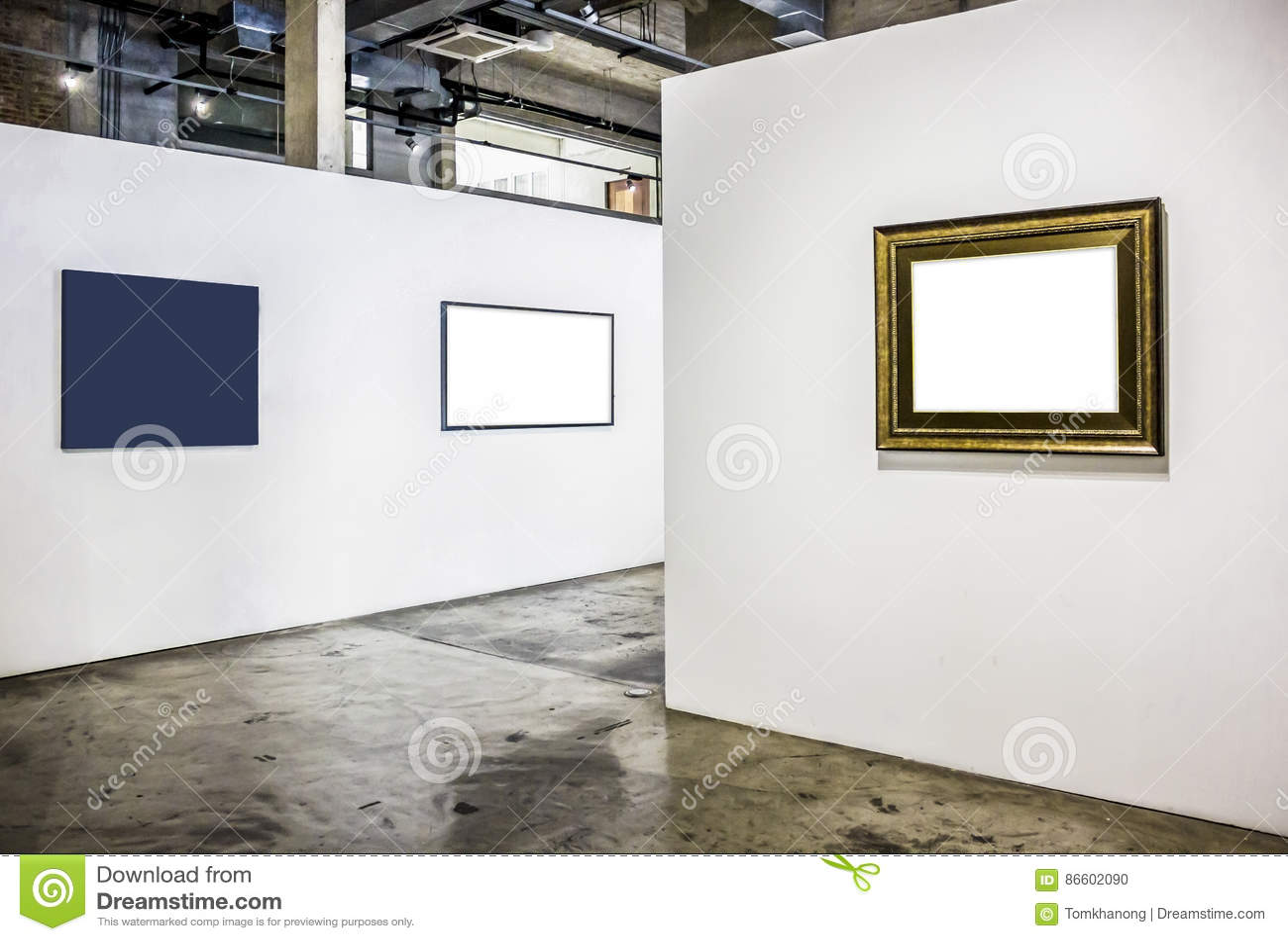 Marco De Madera En Blanco En Una Galería De Arte Blanca Del Fondo ...