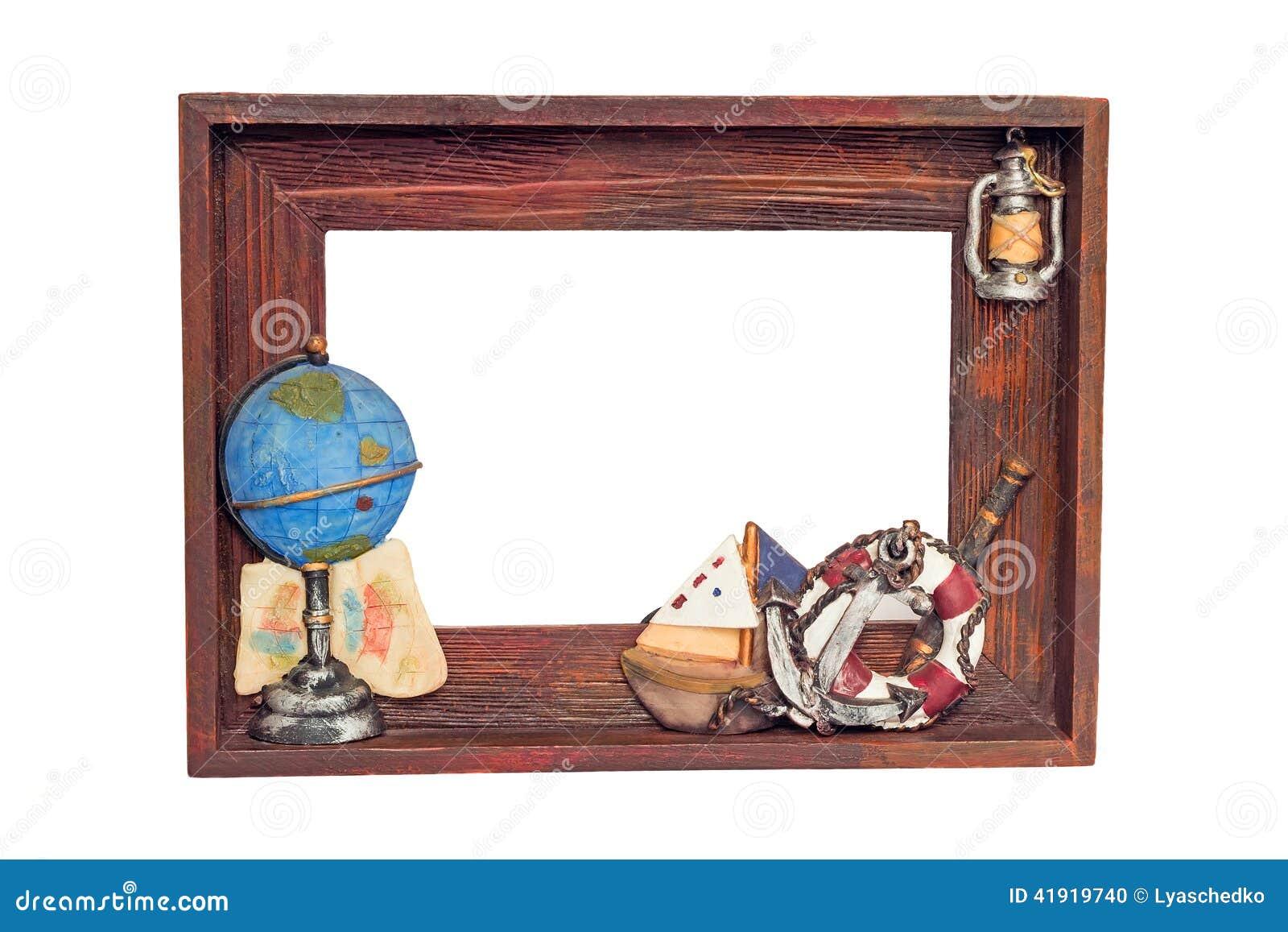 Marco de madera maravillosamente publicado para una foto en un backgroun blanco