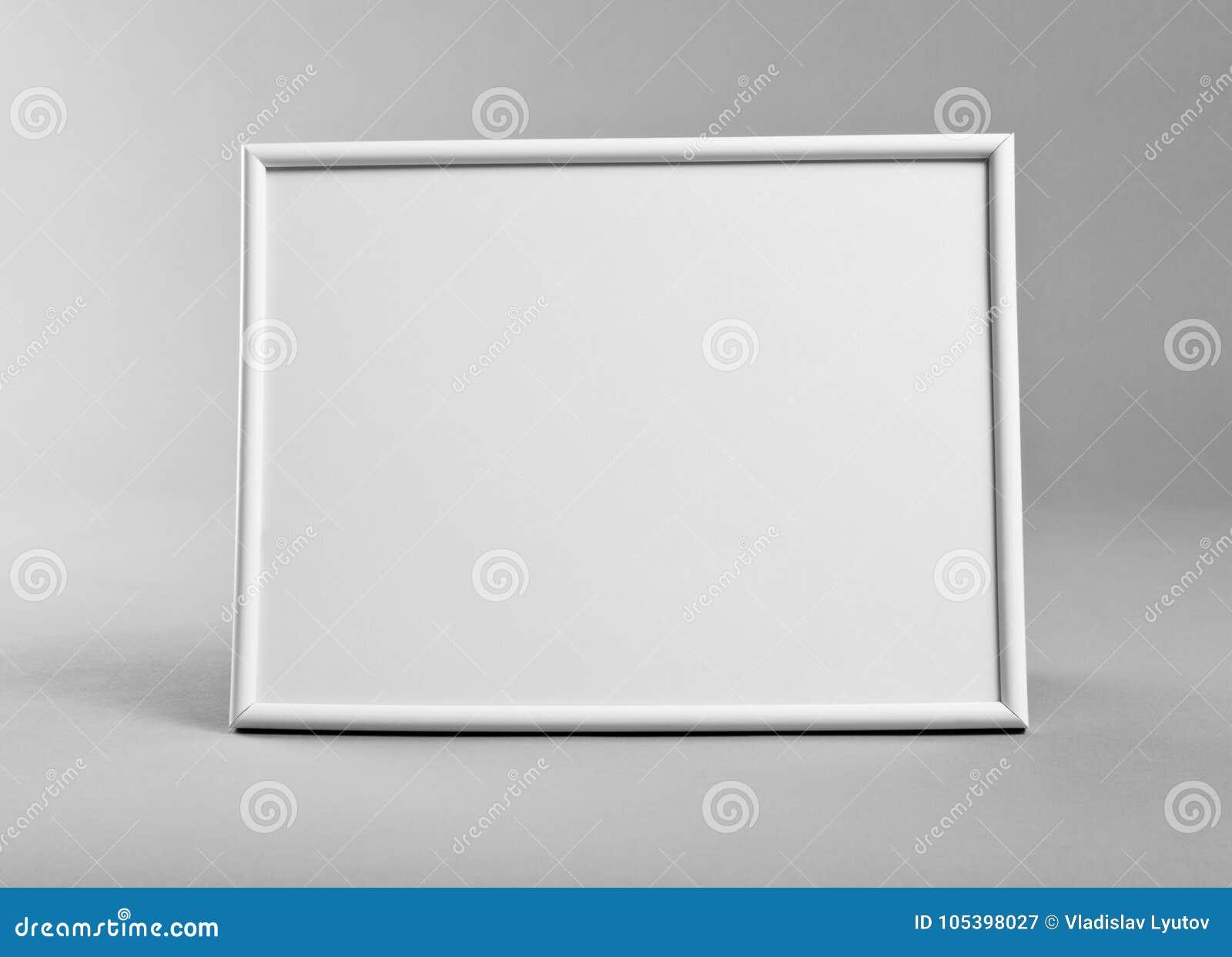 Marco Horizontal Blanco Para Las Pinturas O Las Fotografías En La ...