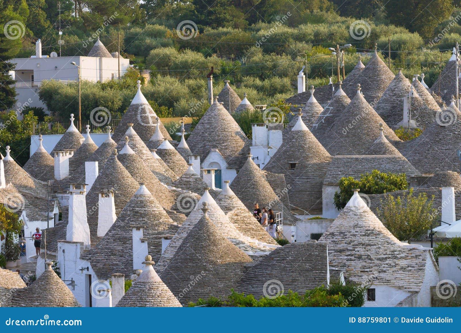 Marco italiano famoso, trulli de Alberobello, região de Apulian,