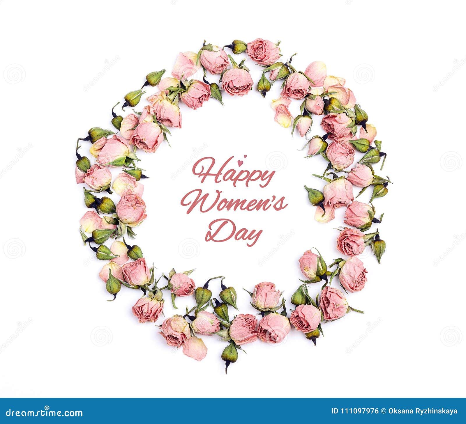 Marco redondo de pequeñas rosas rosadas con el messag del saludo del día del ` s de las mujeres
