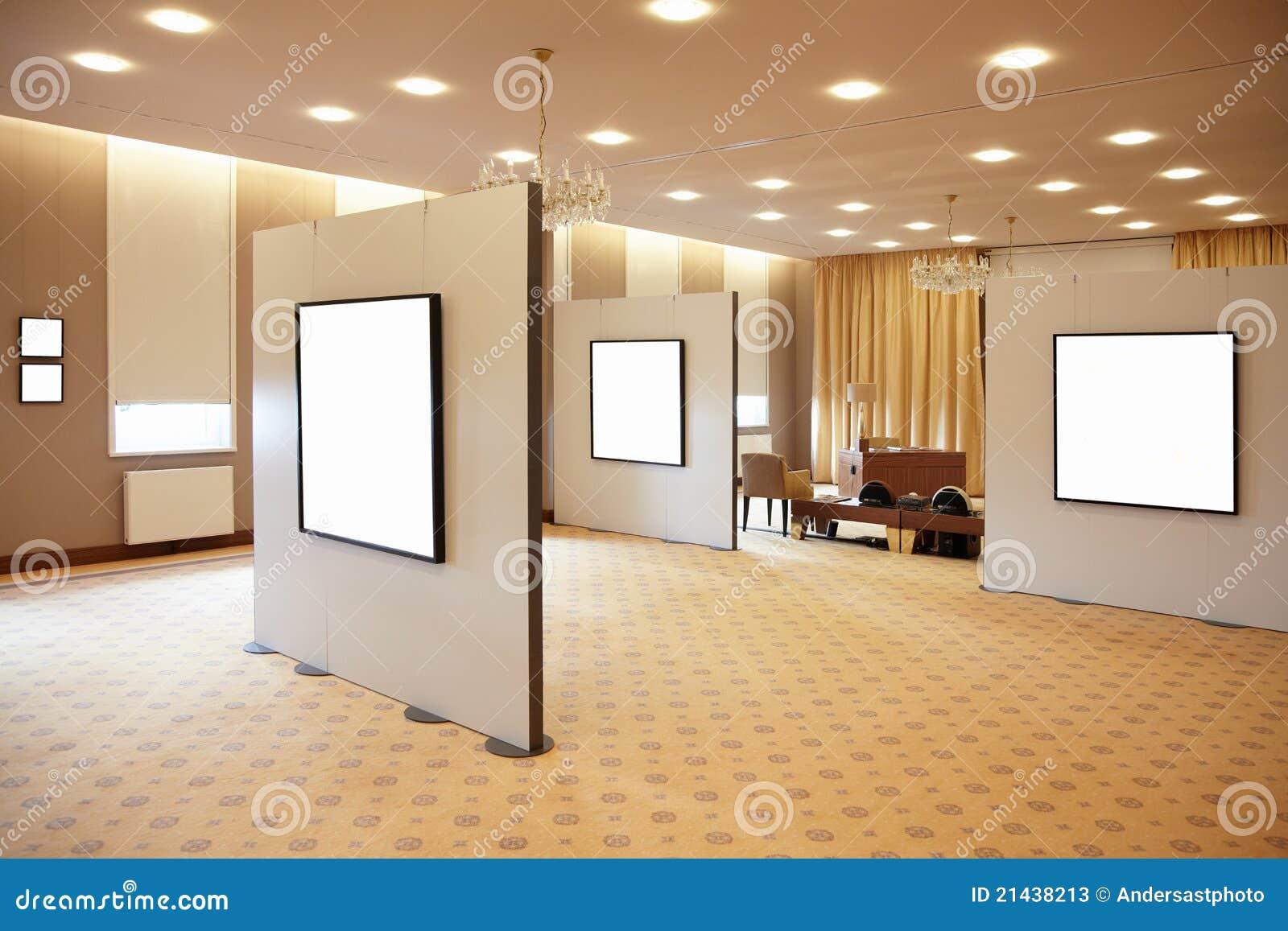 Marcos Blancos En Blanco En Galería De Arte Imagen de archivo ...