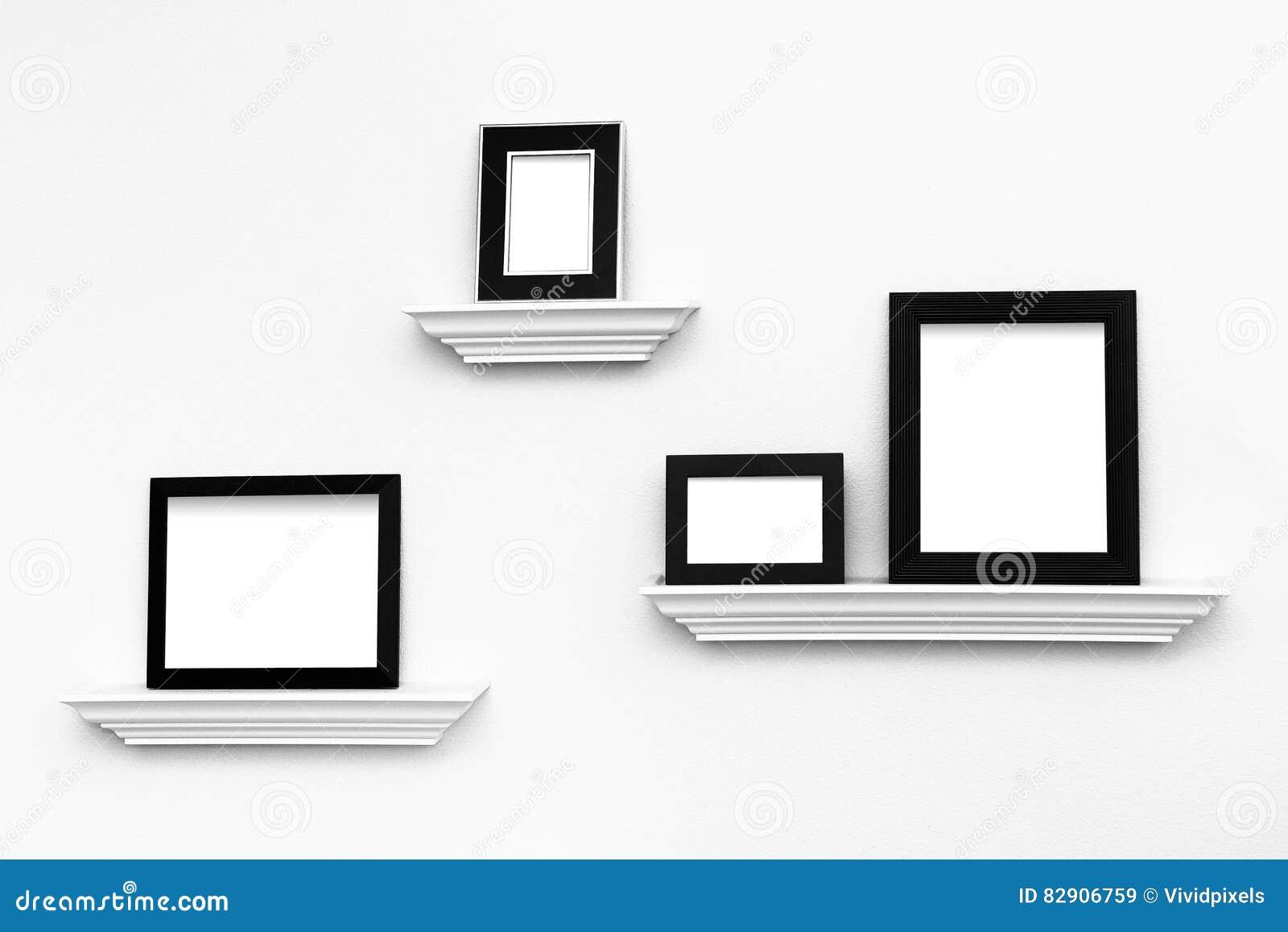Marcos En Blanco Múltiples En Las Repisas En Una Pared Imagen de ...