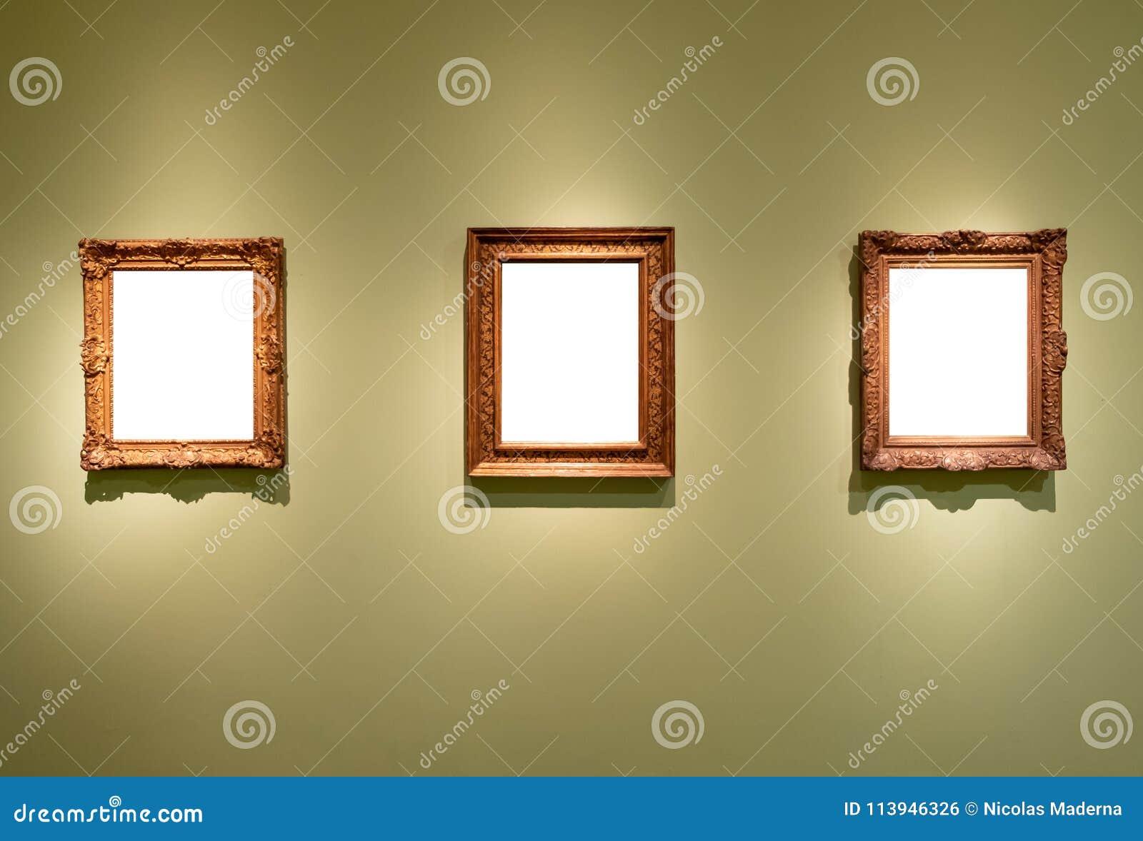 3 Marcos Individuales De La Ejecución En Blanco En Un Museo De La ...