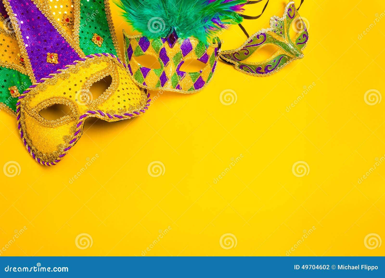 Mardi Gras Mask su fondo giallo