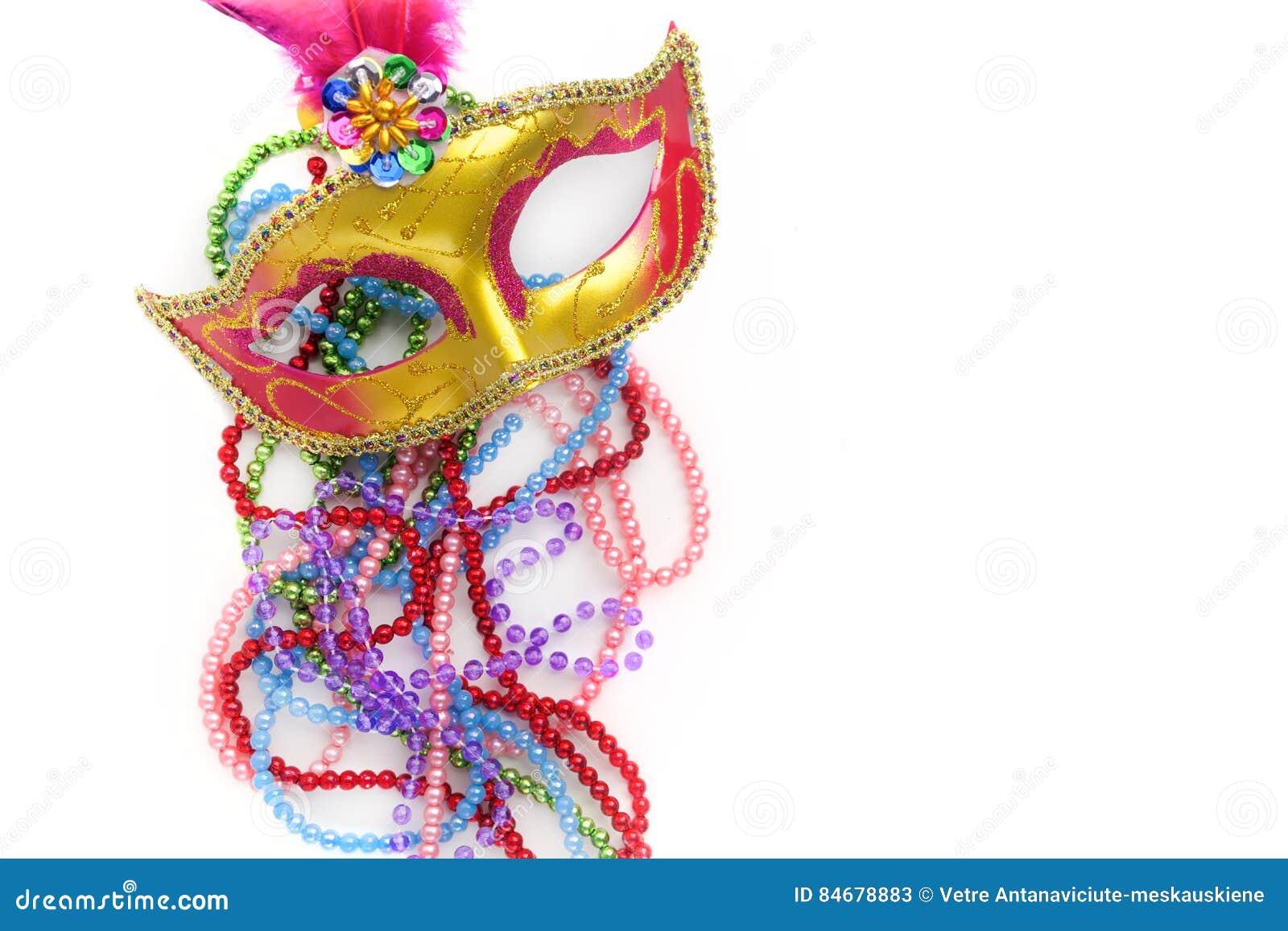Mardi gras maskerar och pärlor på vit bakgrund Top beskådar