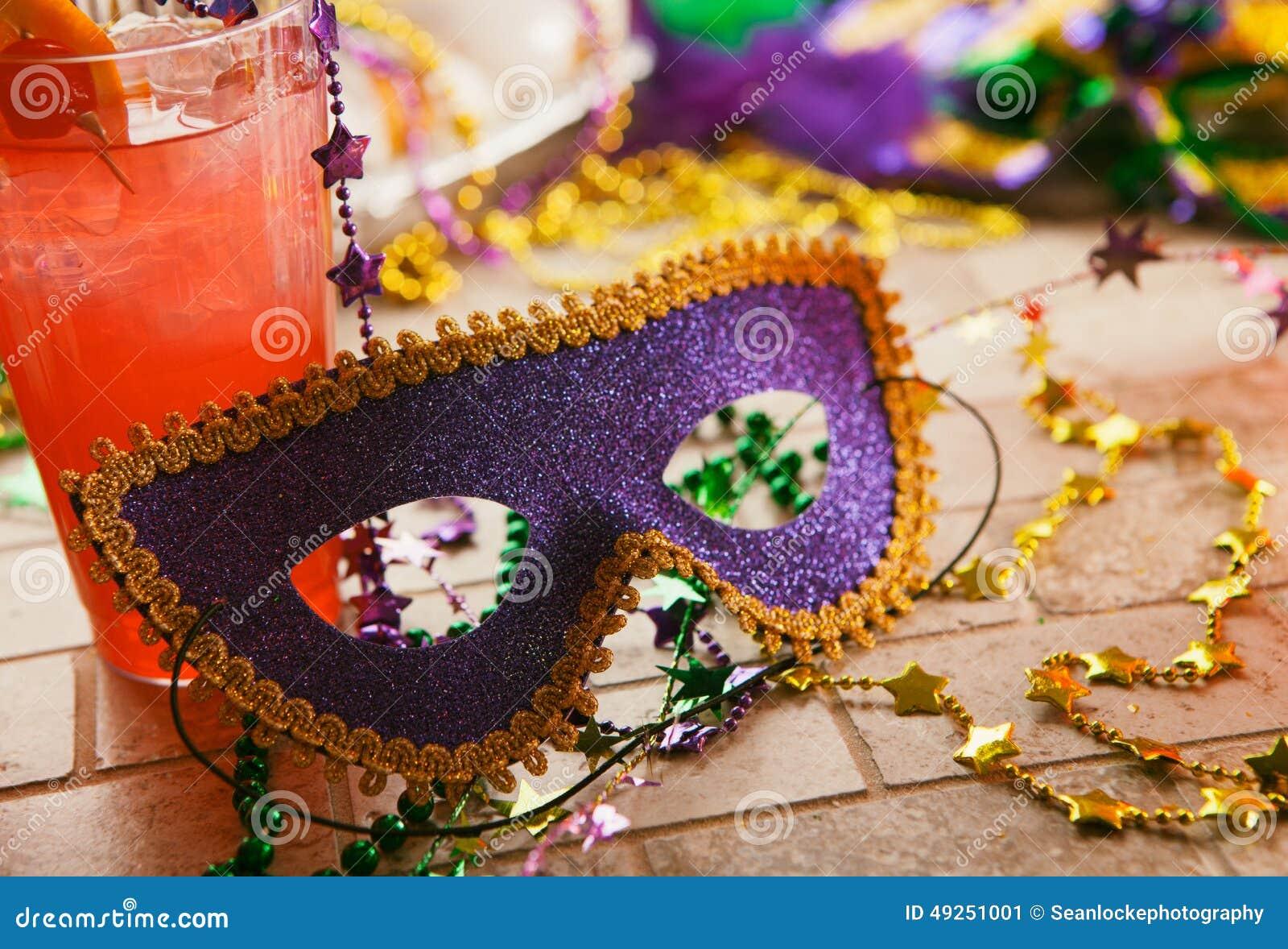Mardi Gras: Partimaskeringen sitter mot den tropiska orkancoctailen