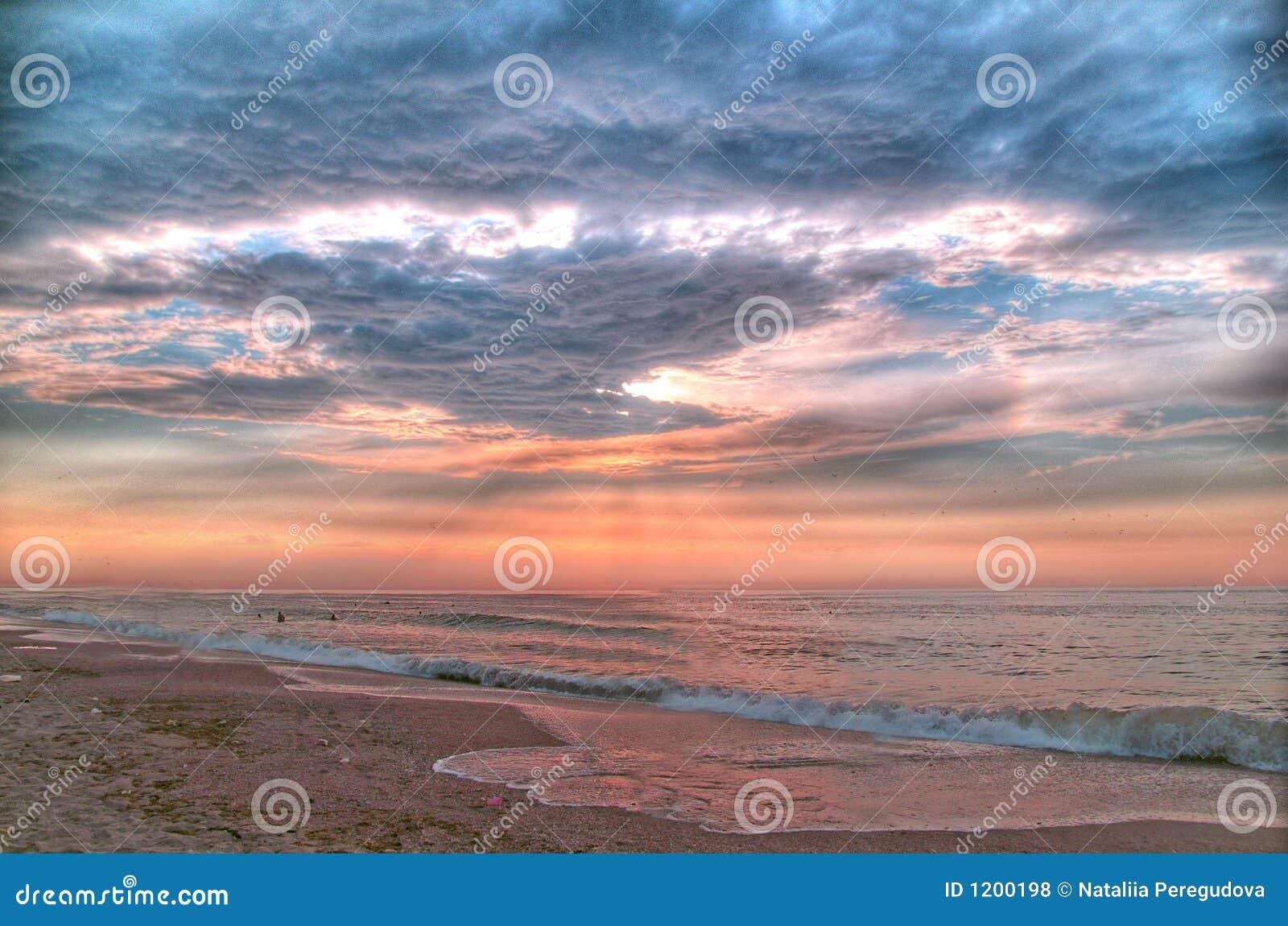 Mare di mattina prima della tempesta (elaborare dell HDR-Alberino)