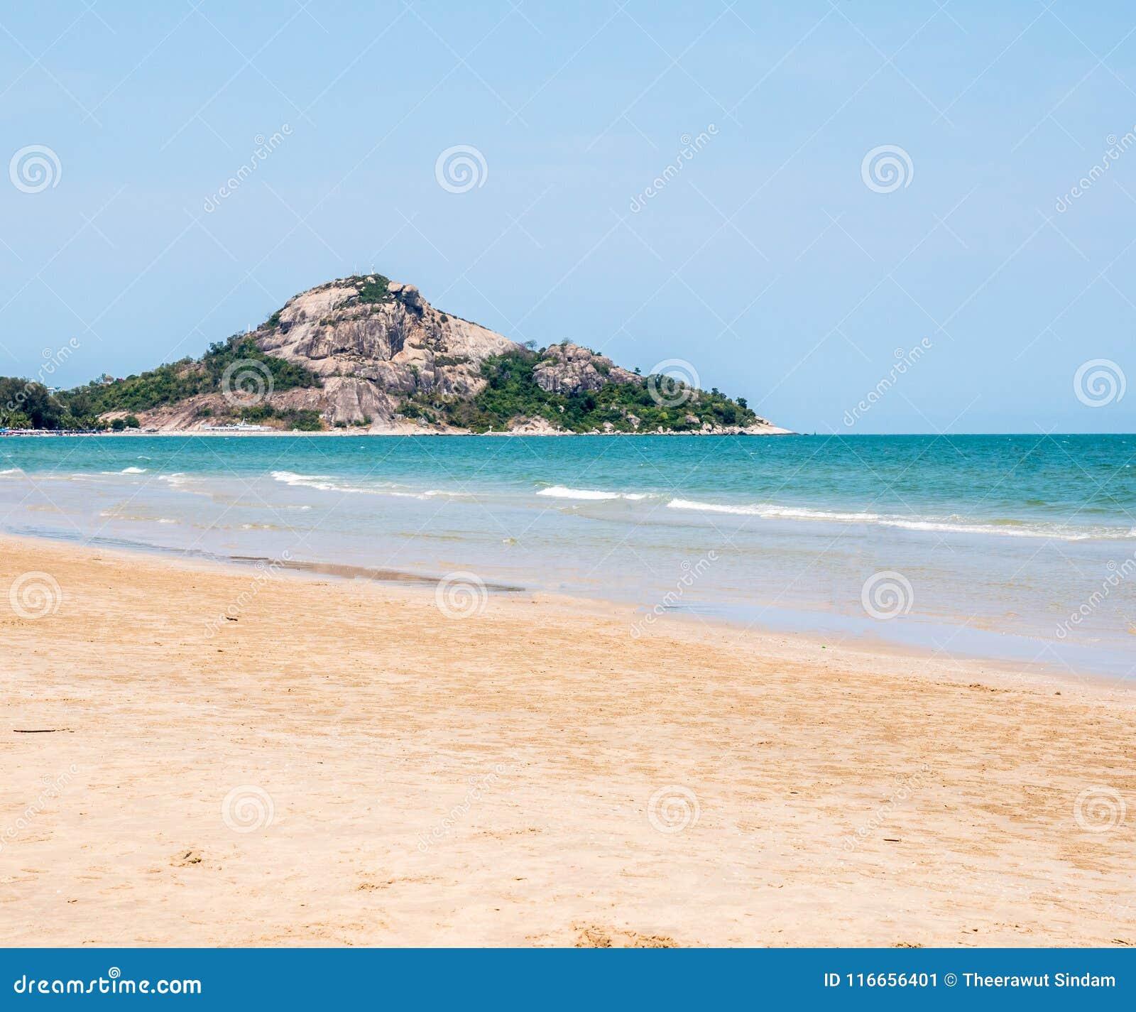Mare E Sabbia Della Natura Sul Buon Giorno Immagine Stock