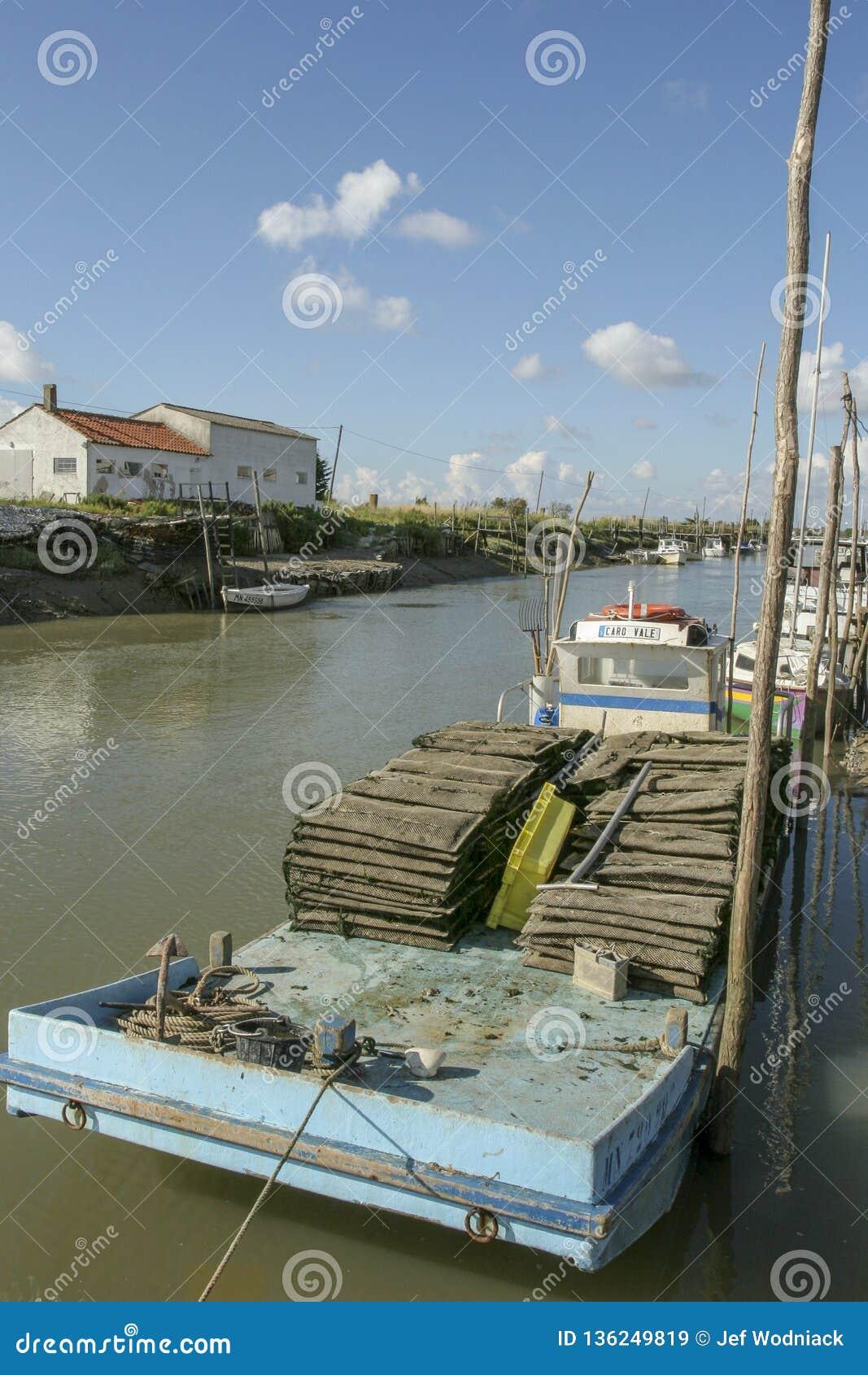 Marennes Frankreich 12-13-2018 Traditioneller Hafen für Auster farminTraditional Hafen für die Austernlandwirtschaft von Marennes