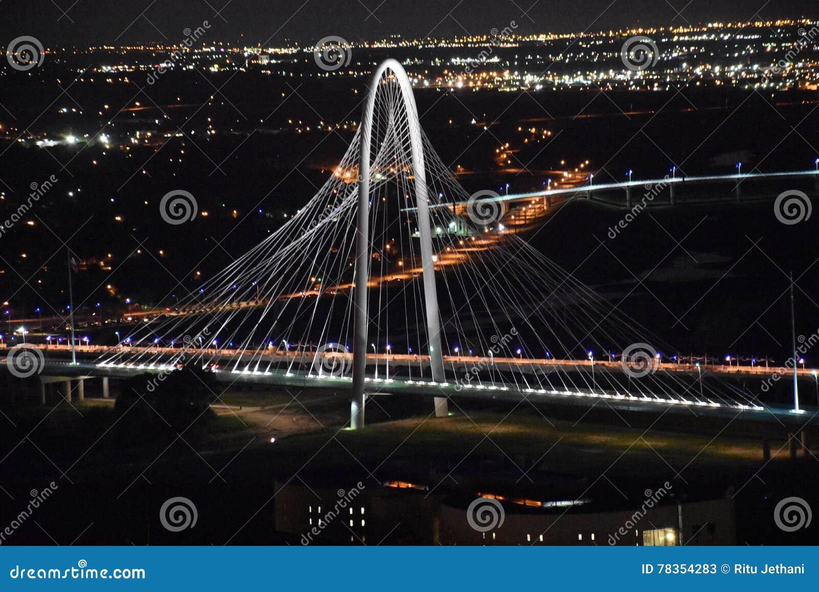 Margaret Hunt Hill Bridge en Dallas, Tejas