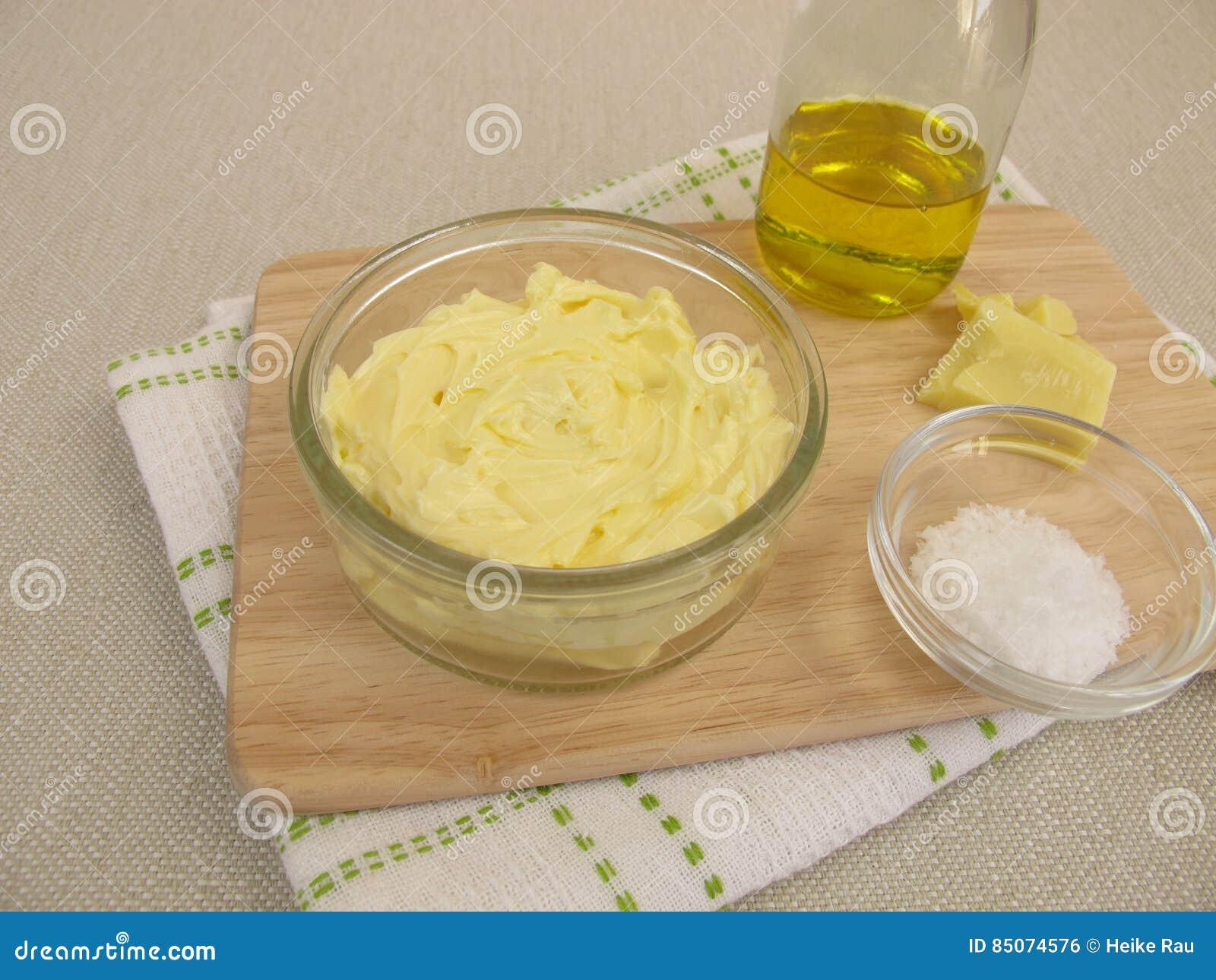 Margarina do vegetariano com óleo de colza, manteiga de cacau e fleur de sel