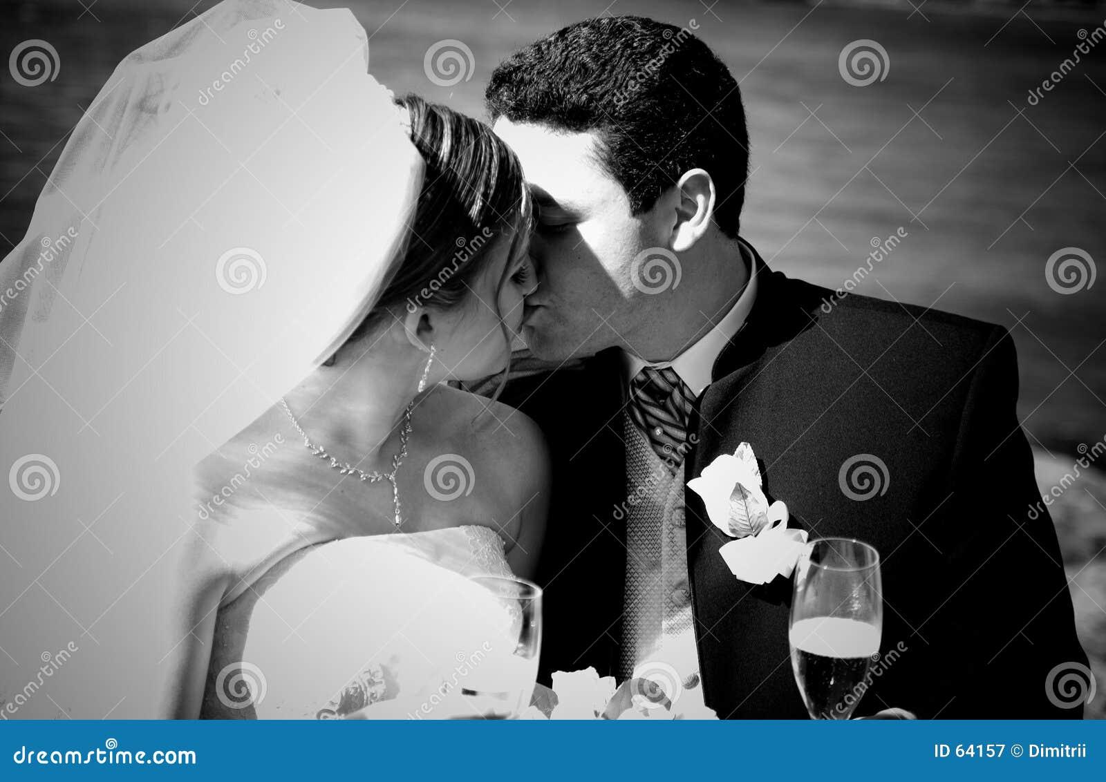 Download Mariée et marié image stock. Image du émotions, engagement - 64157
