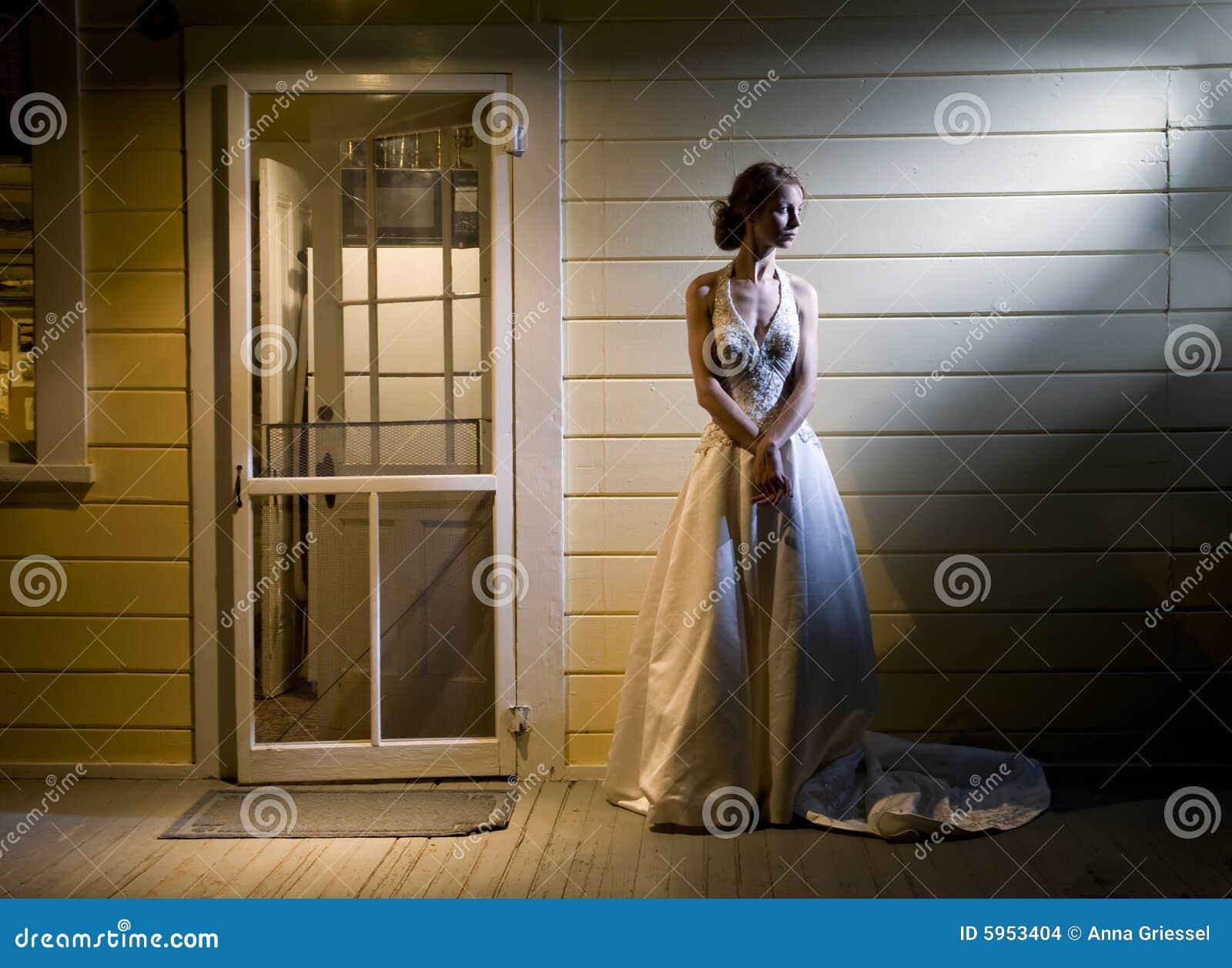 Mariée sur le porche arrière