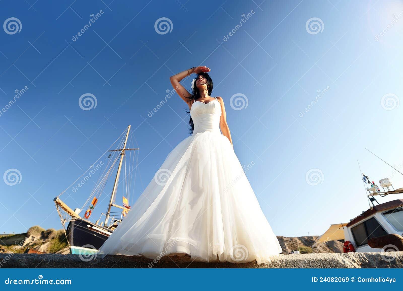 Mariée sur un port de Santorini