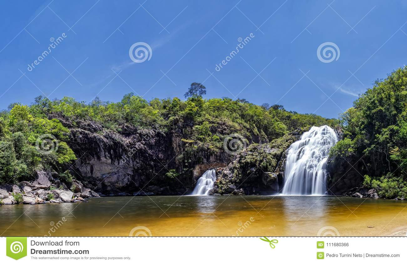 Maria Augusta Waterfall au sao Batista font Gloria, Serra da Canastra - Minas Gerais, photo panoramique du Brésil