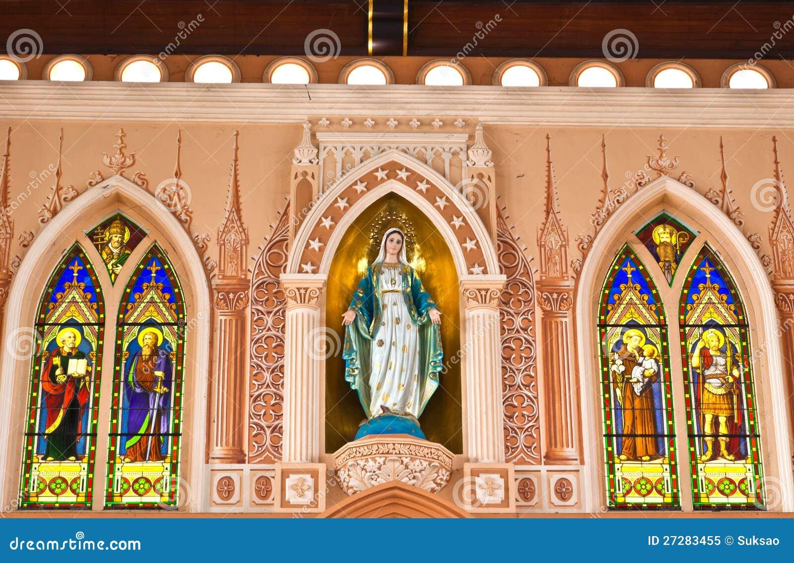 Maria staty i kyrka