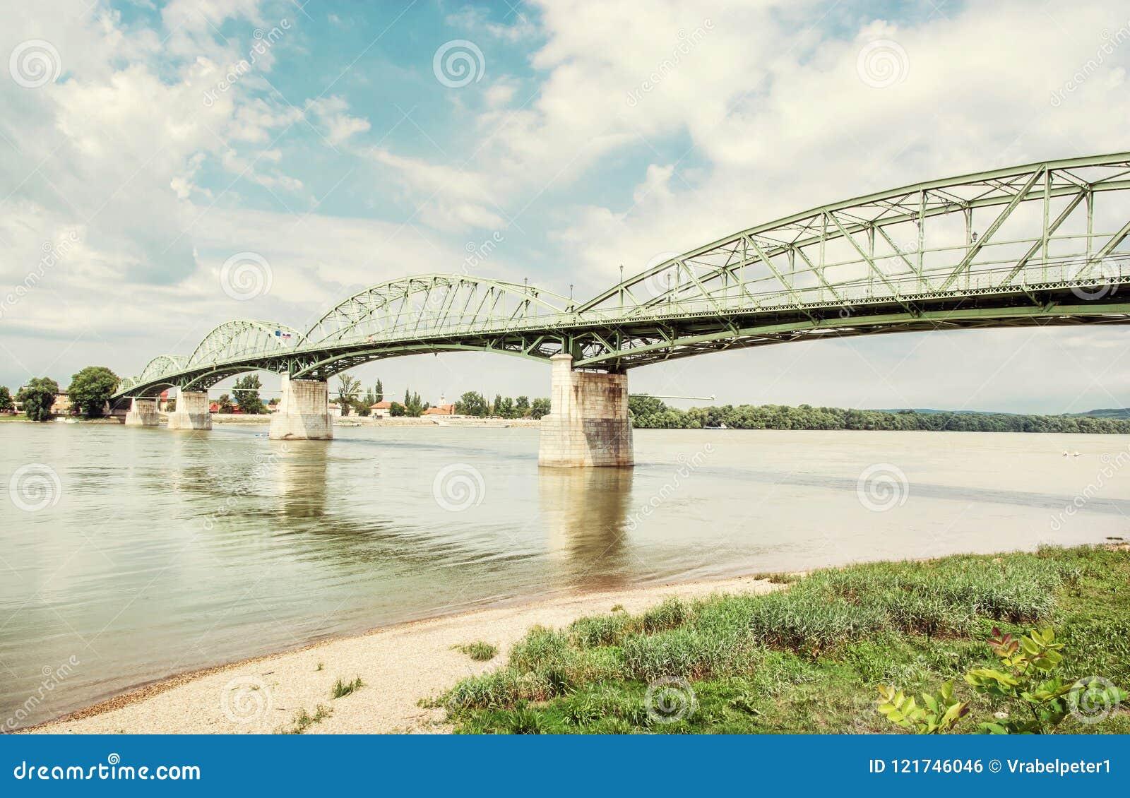 Maria Valeria-brug van Esztergom, Hongarije aan Sturovo, Slovaki