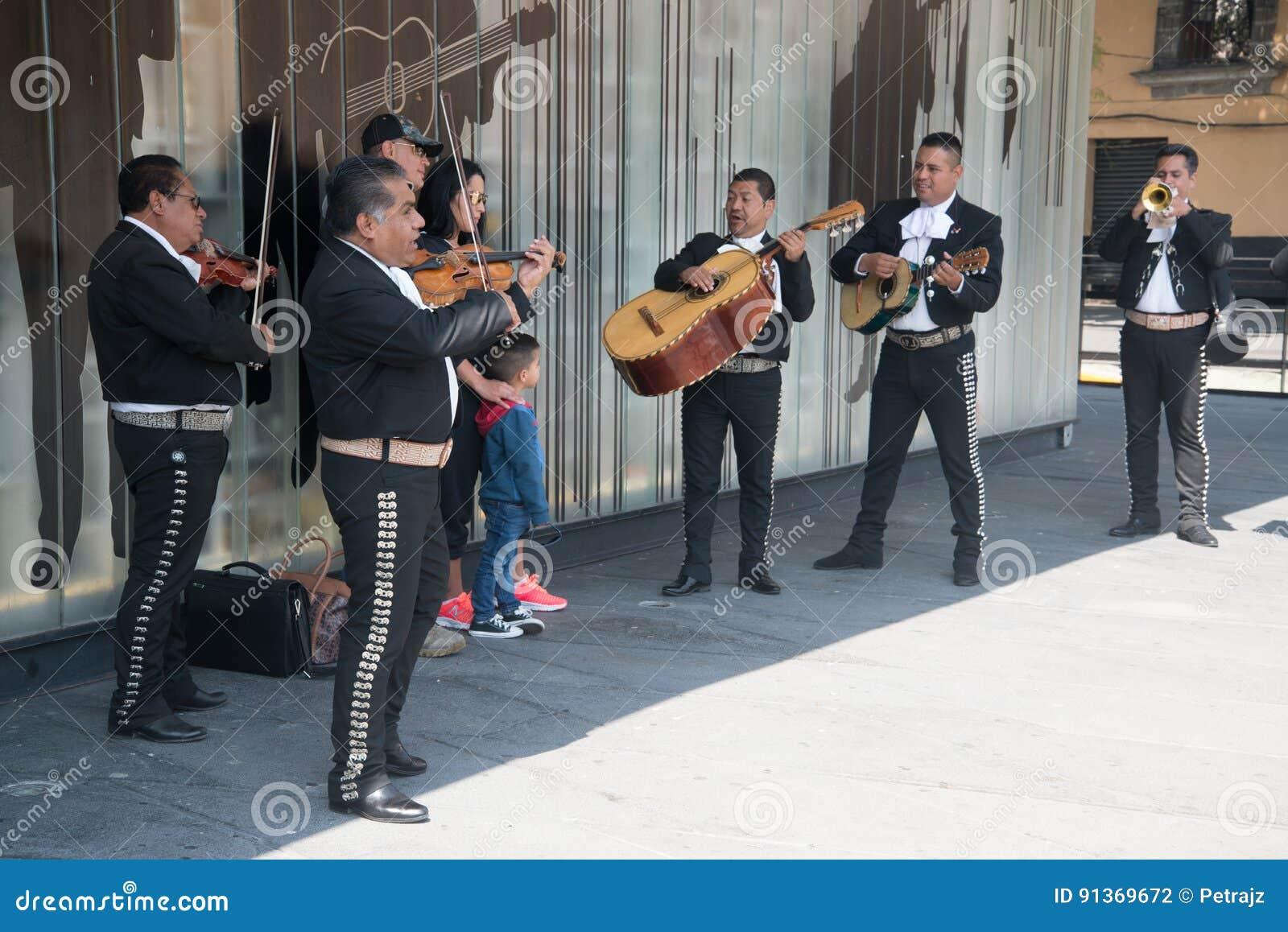 Mariachi auf Piazza Garibaldi in Mexiko City