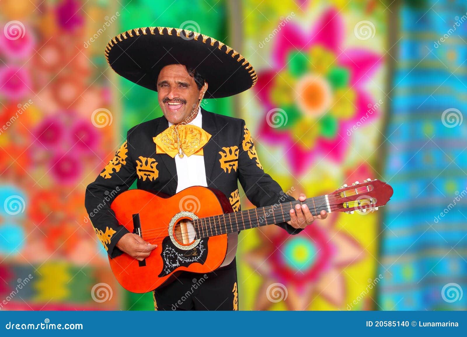 Mariachi de Charro que juega el poncho del serape de la guitarra