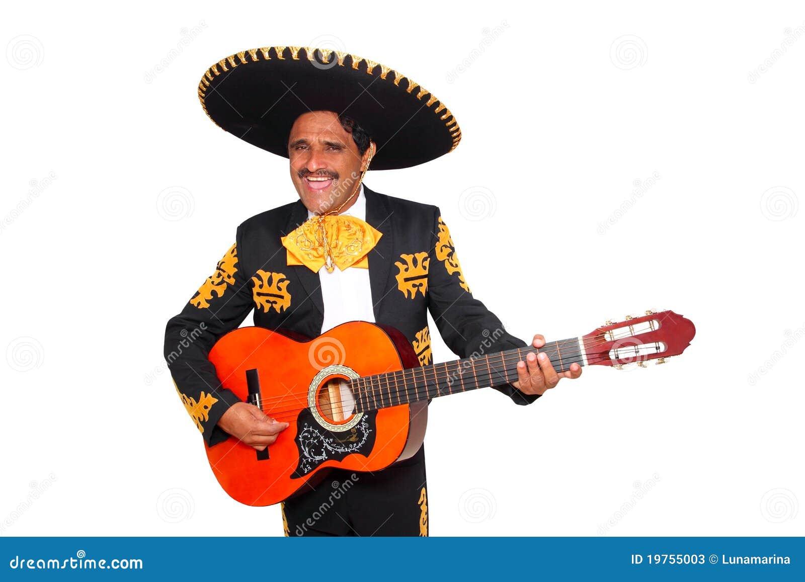 Mariachi mexicano de Charro que toca la guitarra en blanco