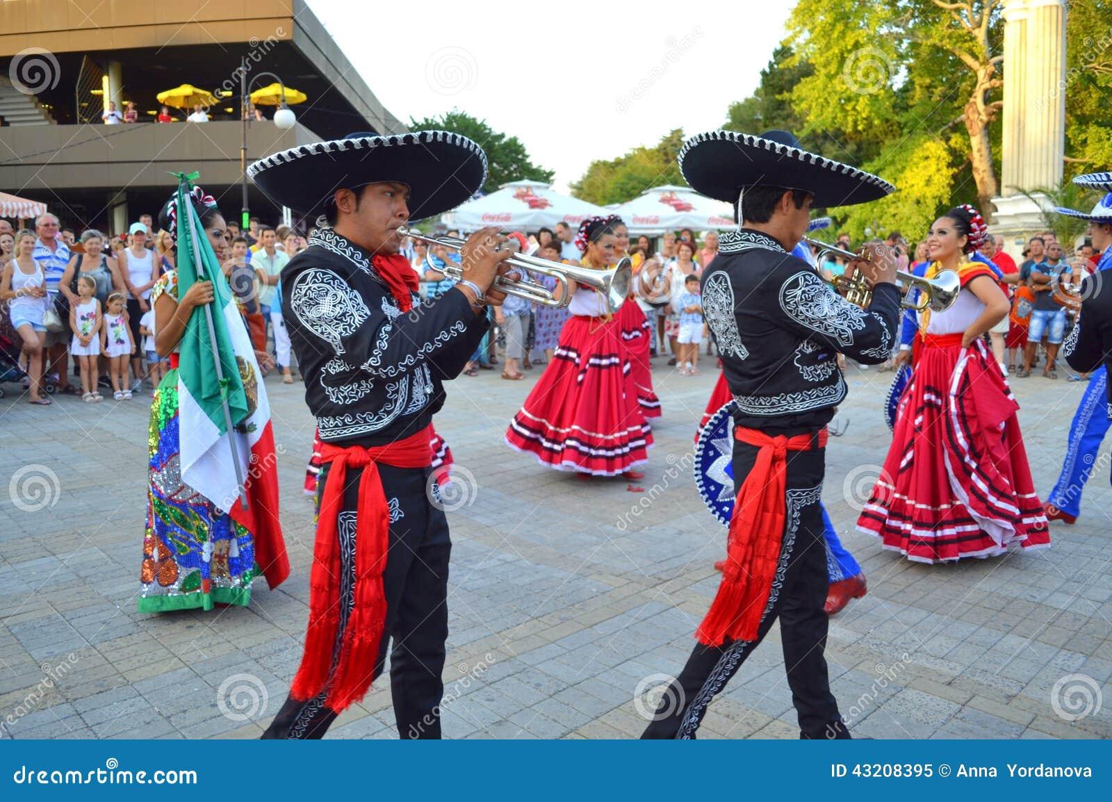 Download Mariachimusiker redaktionell foto. Bild av fascinera - 43208395